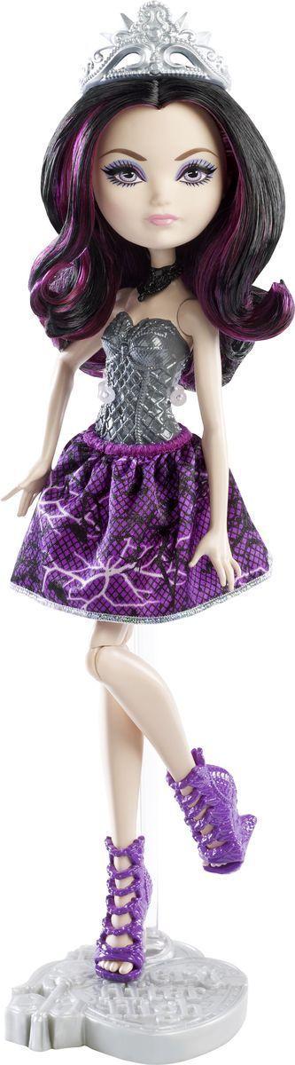Ever After High Кукла Рэйвен КвинDLB34_DLB35Очаровательная куколка Ever After High Рэйвен Квин обязательно привлечет внимание вашей маленькой любительницы сказок и волшебства. Дочь Злой королевы из сказки Белоснежка и семь гномов. Она не зло, как ее мать, но ей суждено сыграть роль злодея. Это не уживается в ней. И против всех традиций она раздумывает отказаться от судьбы, решенной за нее, и переписать историю так, чтобы у нее было свое собственное долго и счастливо. На куколке надето красивое фиолетовое платье с обтягивающим лифом серебристого цвета. Образ дополняют стильные фиолетовые ботильоны, на голове - диадема. Длинные фиолетовые волосы мягкие и послушные, их приятно расчесывать и создавать различные прически. Не упустите возможность переписать историю вместе с учениками школы Ever After - детьми персонажей известных сказок, которым предстоит решить, следовать ли судьбе своих родителей и прожить положенный сюжет, или изменить то, что им предначертано и самим выбирать свою ...