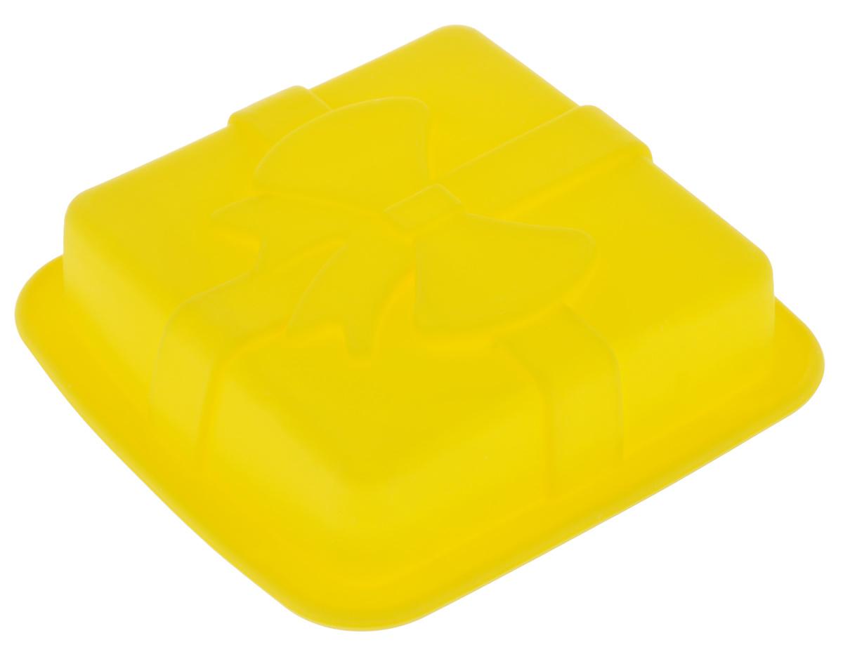 Форма для выпечки Mayer & Boch, силиконовая, квадратная, цвет: желтый, 12 х 12 х 3 см22078_желтыйФорма для выпечки Mayer & Boch изготовлена из высококачественного силикона. Стенки формы легко гнутся, имеют антипригарные свойства, что позволяет легко достать готовую выпечку и сохранить аккуратный внешний вид блюда. Можно использовать в духовом шкафу при температуре до 230° С. Внутренний размер формы: 9,5 см х 9,5 х 2,5 см.