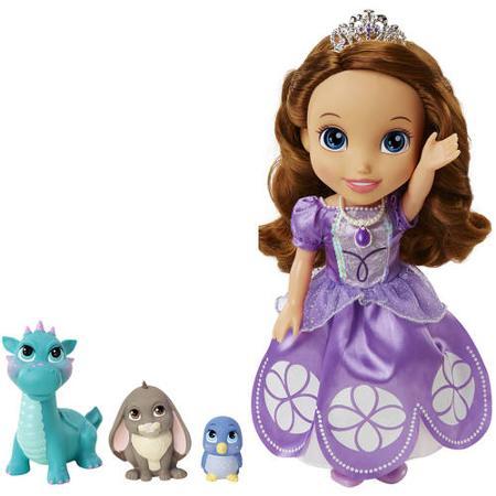Disney Princess Кукла Princess Sofia and Animal Friends931010Очаровательная кукла Disney Princess Princess Sofia and Animal Friends порадует любую девочку и обязательно станет ее любимой игрушкой. Трогательная малышка София из мультсериала Sofia The First одета в сиреневое платье, оформленное сверкающими узорами из блесток. На шее у куклы - медальон с подвеской, а ее каштановые волосы украшены блестящей тиарой принцессы. София обожает ухаживать за животными! В комплект входят три питомца Софии - птичка, кролик и дракон. Голова, руки и ноги куклы подвижны, что позволяет придавать ей различные позы. Игры с куклой способствуют эмоциональному развитию ребенка, а также помогают формировать воображение и художественный вкус. Малышка проведет множество счастливых часов, играя с очаровательной принцессой Софией. Великолепное качество исполнения делают эту игрушку чудесным подарком к любому празднику.