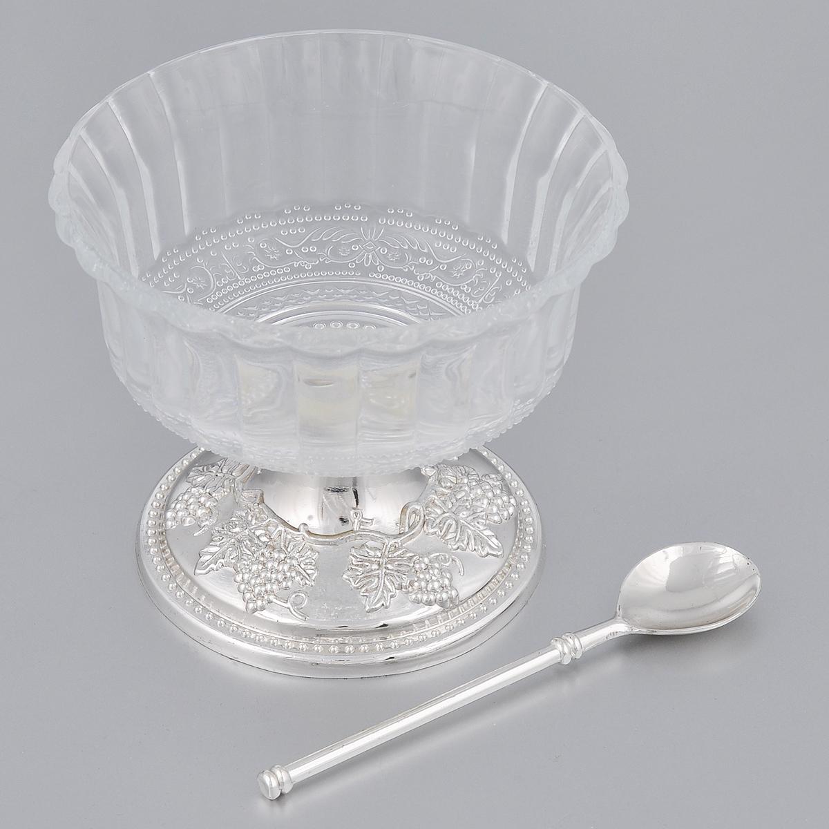Креманка Marquis, с ложечкой. 1027-MR1027-MRВеликолепная креманка Marquis сочетает в себе изысканный дизайн с максимальной функциональностью. Креманка изготовлена из фигурного стекла. Она устанавливается на оригинальную подставку, выполненную из металла с серебряно-никелевым покрытием. Подставка богато декорирована изображением виноградных гроздей и тонко выполненными деталями в виде стилизованных растений. На дне основания бархатистая ткань для предотвращения скольжения. В комплект входит ложечка. Такая креманка может стать отличным подарком к любому празднику. Она придется по вкусу и ценителям классики, и тем, кто предпочитает утонченность и изысканность. Диаметр по верхнему краю: 11 см. Диаметр основания: 8,5 см. Высота креманки: 9,2 см. Длина ложечки: 11,8 см.