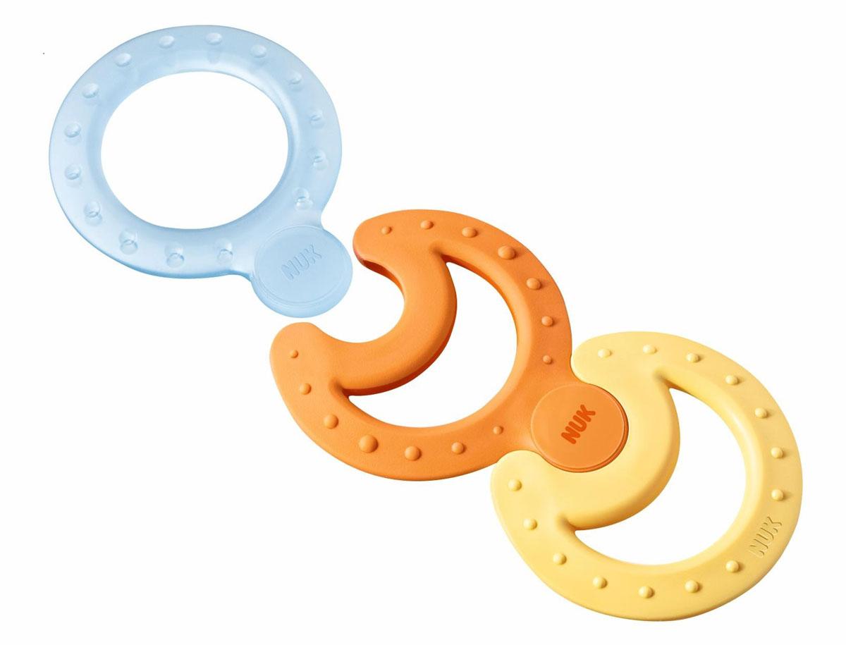 NUK Набор прорезывателей Connect and Play цвет прозрачный желтый оранжевый 3 шт10256224_прозрачный, желтый, оранжевыйНабор комбинируемых прорезывателей Nuk Connect and Play непременно понравится вашему малышу. Он включает в себя 3 прорезывателя - охлаждающий, который успокаивает десны, мягкий, для нежного массажа, и классический, для интенсивной стимуляции десен. Прорезыватели имеют отверстие в центре, благодаря чему их удобно держать маленькими ручками. Специальные крепления позволяют соединить прорезыватели вместе. Благодаря своей рельефной поверхности, прорезыватели массируют десны малыша и снижают давление в ротовой полости, что уменьшает дискомфорт при появлении зубов. Удобная форма позволяет прорезывателям достигать всех частей челюсти для обеспечения комфортных ощущений. Прорезыватели облегчат прорезывание зубов у крохи, благодаря ему зубки малыша будут расти без боли и слез!