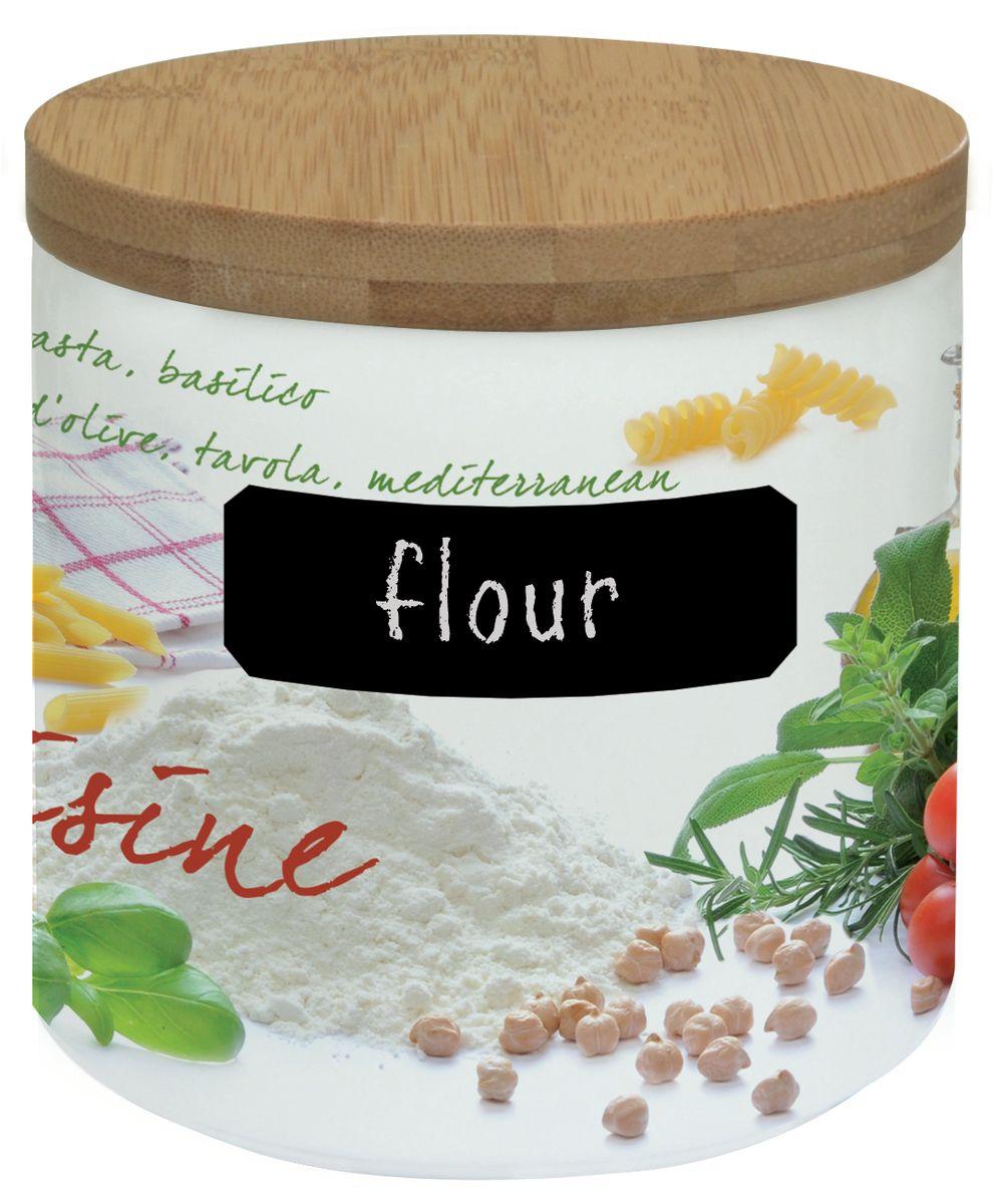 Банка для сыпучих продуктов Nuova R2S Кухня, с мелком для записи. 751CUIS751CUISБанка Nuova R2S Кухня, выполненная из высококачественного фарфора, оформлена изображением различных продуктов и кухонных принадлежностей. В ней будет удобно хранить разнообразные сыпучие продукты: муку, сахар, соль, макароны или крупы. Банка надежно закрывается деревянной крышкой с силиконовым уплотнителем. На корпусе банки имеется специальное черное поле для нанесения записей мелом (входит в комплект). Таким образом, вы сможете отмечать, что находится в банке. Оригинальная банка Nuova R2S Кухня станет незаменимым помощником на кухне. Можно использовать в микроволновой печи и мыть в посудомоечной машине. Диаметр банки (по верхнему краю): 11,3 см. Высота банки (с учетом крышки): 11,7 см. Длина мелка: 7 см.