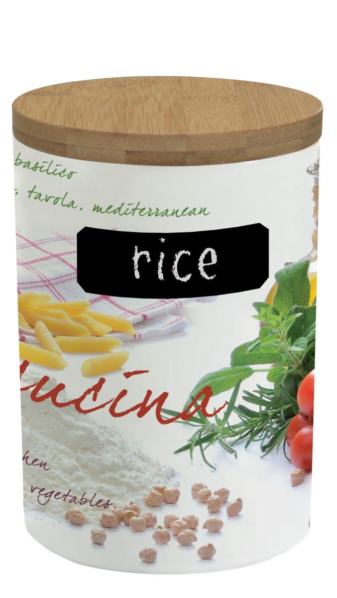 Банка для сыпучих продуктов Nuova R2S Кухня, с мелком для записи. 752CUCI752CUCIБанка Nuova R2S Кухня, выполненная из высококачественного фарфора, оформлена изображением различных продуктов и кухонных принадлежностей. В ней будет удобно хранить разнообразные сыпучие продукты: муку, сахар, соль, макароны или крупы. Банка надежно закрывается деревянной крышкой с силиконовым уплотнителем. На корпусе банки имеется специальное черное поле для нанесения записей мелом (входит в комплект). Таким образом, вы сможете отмечать, что находится в банке, а с помощью специальной губки (входит в комплект), вы с легкостью сможете менять записи. Оригинальная банка Nuova R2S Кухня станет незаменимым помощником на кухне. Можно использовать в микроволновой печи и мыть в посудомоечной машине. Диаметр банки (по верхнему краю): 11,2 см. Высота банки (с учетом крышки): 17 см. Длина мелка: 7,2 см.