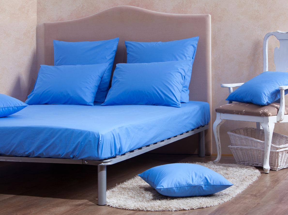 Комплект Mirarossi Gamma di Colori, 2-спальный: простыня, 2 наволочки 50х70, цвет: голубой160п-ПНР-2MRКомплект постельного белья Mirarossi из коллекции Gamma di Colori выполнен из ткани перкаль, произведенной из натурального 100% хлопка. Ткань приятная на ощупь, при этом она прочная, хорошо сохраняет форму и легко гладится. Комплект состоит из простыни на резинке и двух наволочек. Такой комплект белья идеальный вариант для обладателей современных кроватей с матрасными блоками высотой от 15 до 30 см. Простыня прошита резинкой по всему периметру, что обеспечивает более комфортный отдых, так как она прочно удерживается на матрасе и избавляет от необходимости часто ее поправлять. Благодаря такому комплекту постельного белья вы создадите неповторимую атмосферу в вашей спальне. Простыня подходит для матраса размером 200 см х 160 см. Размер простыни: 212 см х 166 см х 25 см. Плотность ткани: 135 гр/м2.