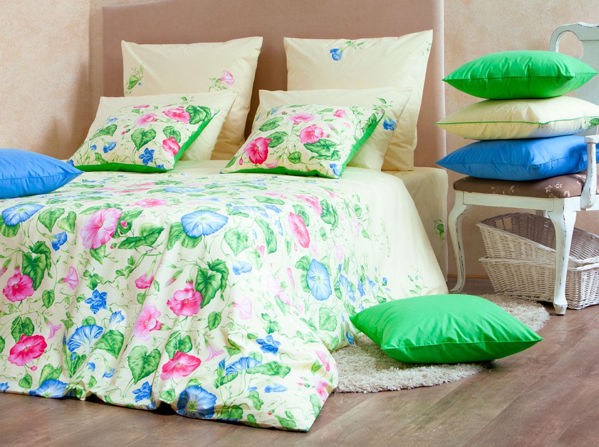 Комплект белья Mirarossi Gloria, 1,5-спальный, наволочки 70х70, цвет: кремовый, розовый, зеленый15п-1MRРоскошный комплект постельного белья Mirarossi Gloria выполнен из ткани перкаль, натурального 100% хлопка. Ткань приятная на ощупь, при этом она прочная, хорошо сохраняет форму и не образует катышков на поверхности. Инновационная технология обработки ткани Easy Care позволяет белью дольше оставаться свежим. Органические активные вещества Easy Care на основе натуральных компонентов, эффективно препятствуют сминаемости и деформации ткани, что позволяет вам практически не тратить время на глажку постельного белья. Комплект состоит из пододеяльника, простыни и двух наволочек. Изделия оформлены цветочным принтом. Благодаря такому комплекту постельного белья вы создадите неповторимую атмосферу в вашей спальне. Плотность ткани: 135 гр/м2.