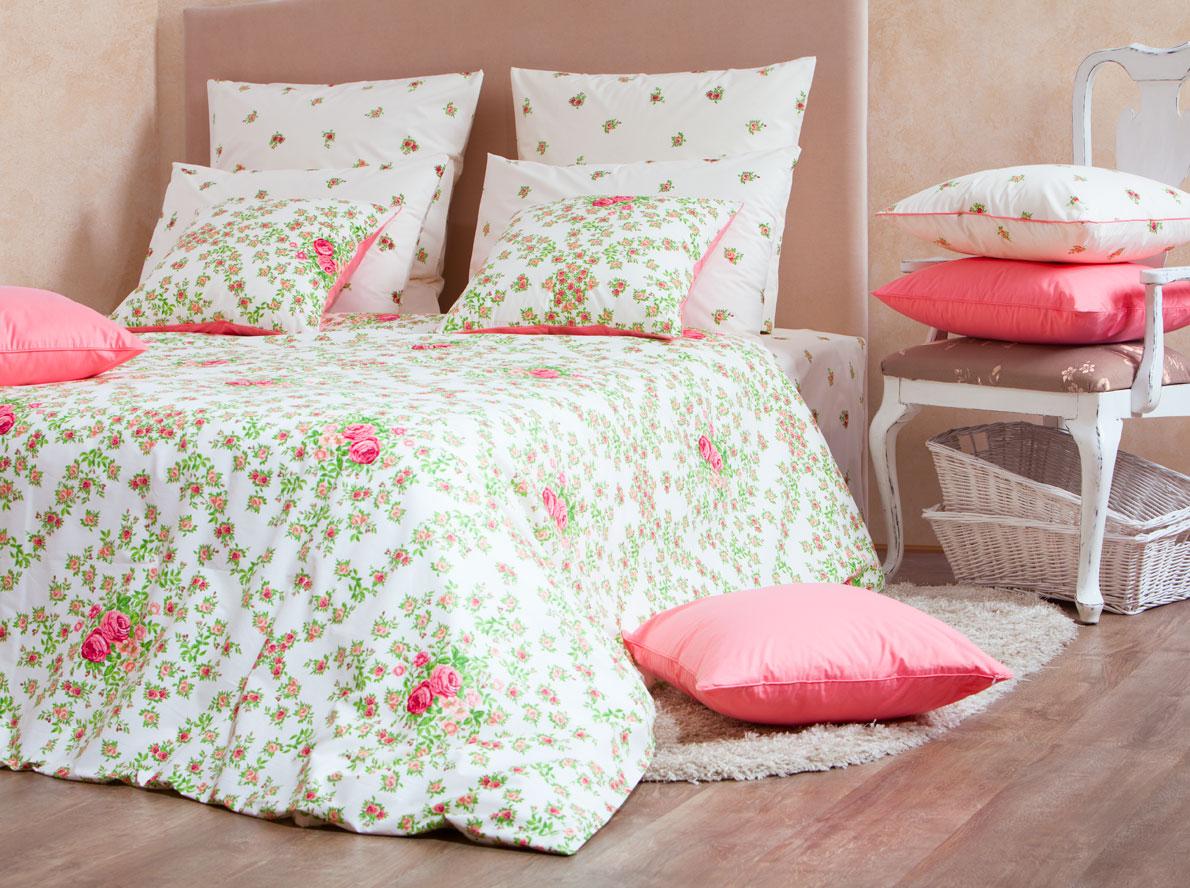 Комплект белья Mirarossi Monica, евро, наволочки 70х70, цвет: светло-бежевый, розовый, зеленый40п-1MRРоскошный комплект постельного белья Mirarossi Monica изготовлен из перкаля (100% хлопка). Ткань приятная на ощупь, при этом она прочная, хорошо сохраняет форму и легко гладится. Комплект состоит из простыни, пододеяльника и двух наволочек. Перкаль не дает проходить перьям и пуху, что является хорошим свойством для пошива комплектов постельного белья, а из-за своей толщины и износостойкости из этого материала шьются парашюты и паруса. Теплое и нежное постельное белье Mirarossi Monica создаст неповторимую атмосферу в вашей спальне. Плотность ткани: 135 г/м2.