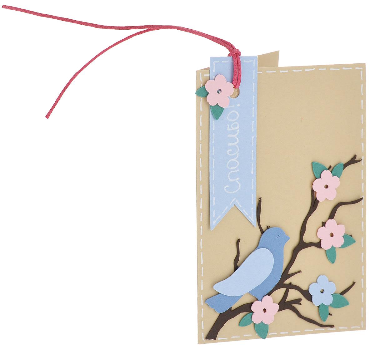 Открытка ручной работы букетная Спасибо, с конвертом. Автор Татьяна Саранчукова.D-011D-011Открытка ручной работы Спасибо станет необычным и ярким дополнением к подарку. Она выполнена из дизайнерской плотной бумаги и оформлена очаровательной птицей, сидящей на цветущей ветке и надписью благодарности. Дополнена открытка вощенным шнуром. Внутри открытка не содержит текста, что позволит вам самостоятельно написать самые теплые и искренние слова. Открытка непременно порадует получателя и станет отличным напоминанием о проведенном вместе времени. В комплект входит белый конверт. Открытка упакована в пакет для сохранности. Размер открытки: 10 см х 7 см. Размер конверта: 11 см х 7,5 см.