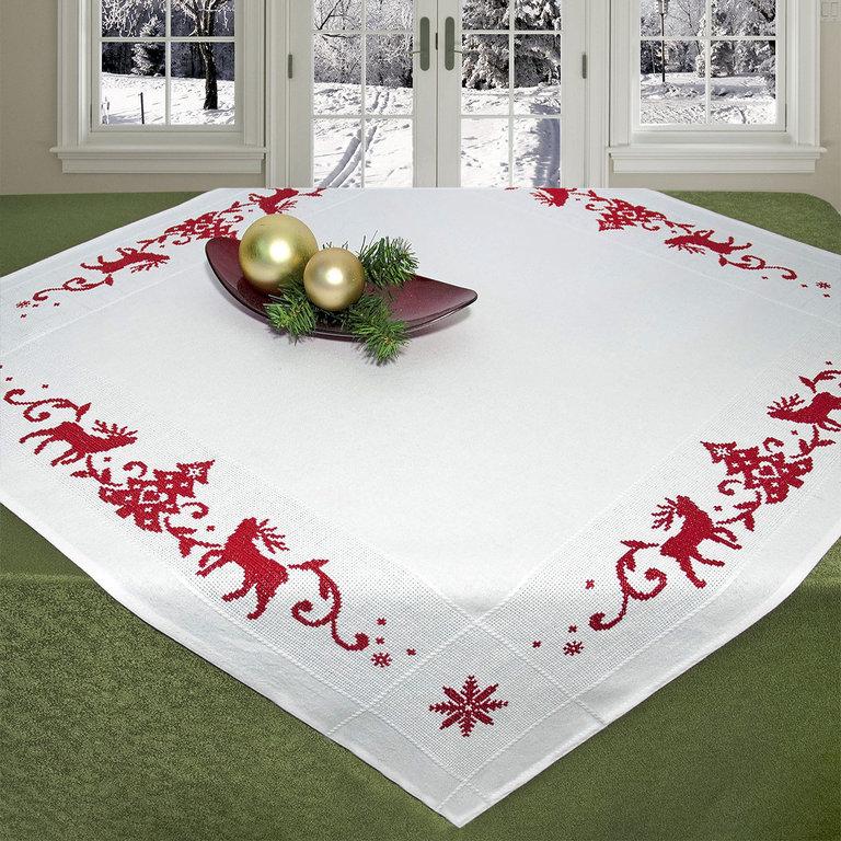 Набор для вышивания скатерти крестом Schaefer, 90 см х 90 см. 6827/2036827/203Красивый новогодний рисунок-вышивка, выполненный на скатерти, выглядит стильно и модно. Такая скатерть великолепно украсит праздничный стол, а вышивание отвлечет вас от повседневных забот и превратится в увлекательное занятие! Работа, сделанная своими руками, создаст особый уют и атмосферу в доме и долгие годы будет радовать вас и ваших близких, а также станет прекрасным подарком. Вышитая своими руками скатерть может стать настоящей реликвией в вашей семье, так как будет хранить теплоту вашего сердца и рук. Набор для вышивания содержит все необходимые материалы для вышивания на скатерти швом счетный крест в три нити. В состав набора входит: - скатерть белого цвета с обработанным краем (100% хлопок, 90 см х 90 см), - вышивальные нитки (цвет: красный, 100% хлопок), - игла, - цветная символьная схема, - подробная инструкция. Изысканный текстиль от немецкой компании Schaefer - это красота, стиль и уют в вашем доме.