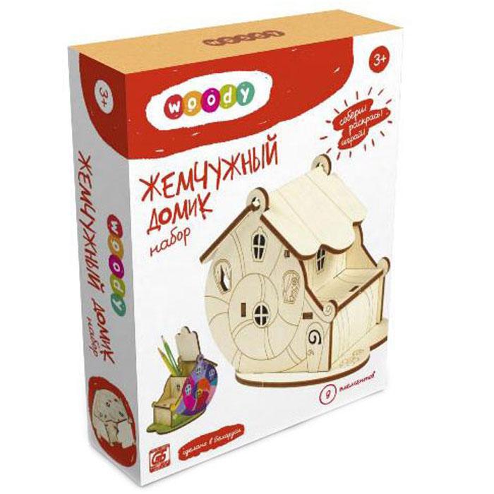Woody Конструктор Жемчужный домикWI-00648Деревянный набор Woody Жемчужный домик из серии Сказочные домики - это объемный конструктор, который станет отличным тренажером для развития навыков конструирования у ребенка. Набор включает в себя 9 деревянных элементов, из которых ребенок сможет собрать сказочный домик в виде панциря улитки. В собранном виде домик украсит интерьер детской комнаты, его можно использовать в качестве карандашницы или шкатулки для мелких предметов. Разукрасить конструктор можно по своему вкусу, ведь сделан он из дерева без пропиток и красителей. Правильно собрать набор ребенку поможет иллюстрированная инструкция на русском языке. А также малыш познакомится с замечательной героиней - Бусинкой в сказке Мечта Бусинки (на обратной стороне инструкции). Сборка конструктора поможет ребенку развить мелкую моторику рук, научиться концентрировать внимание, а также поспособствует развитию логического и абстрактного мышления и фантазии.