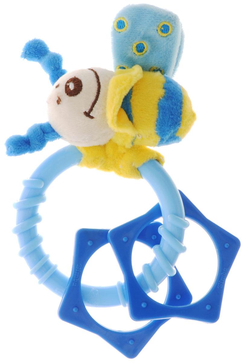 Simba Погремушка Насекомые цвет голубой желтый4019619_голубойЗамечательная игрушка-погремушка Simba Насекомые несомненно вызовет улыбку и положительные эмоции у вашего малыша. Состоит погремушка из кольца, на котором подвешены пластиковые элементы и мягкая пчелка-насекомое. Погремушка сочетает в себе яркие элементы с различными функциональными возможностями. Ручка очень удобна для захвата маленькими детскими пальчиками, поэтому при помощи этой игрушки малыша будет легко научить удерживать предметы. Погремушка выполнена из высококачественного безопасного пластика, поэтому малыш может использовать ее как прорезыватель. В игровой форме малыш ознакомится с такими понятиями, как: звук, цвет и форма предмета.