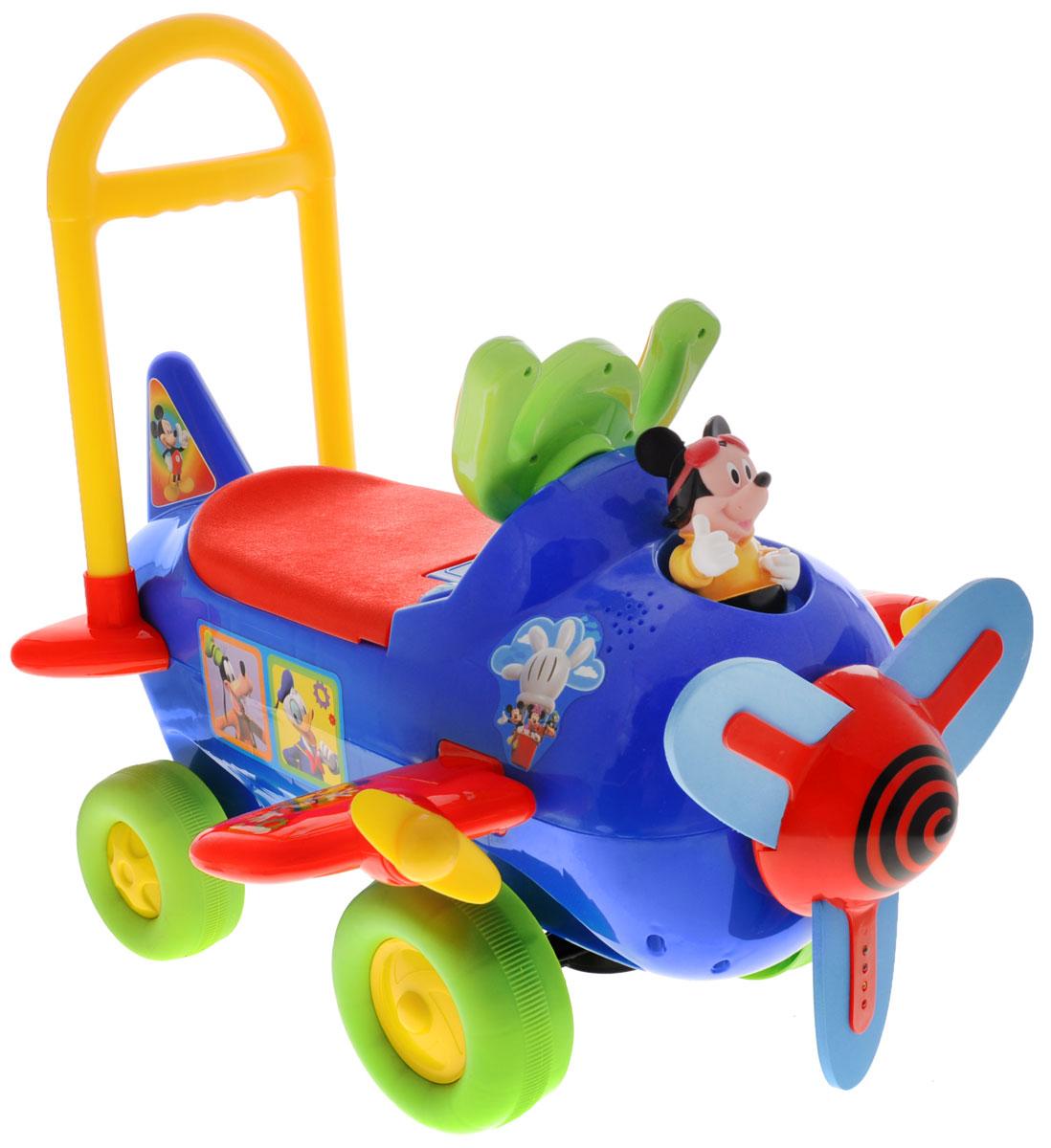 Kiddieland Каталка Самолет Микки Маус цвет синийKID 042614_синийКаталка Kiddieland Самолет Микки Маус станет замечательным транспортным средством для ребенка от 1 года. Игрушка выполнена в виде самолета и дополнена фигуркой Микки Мауса. Изготовлена каталка из прочного яркого материала. На капоте - пропеллер, который умеет быстро крутиться. Он изготовлен из мягкого полимерного материала. Руль этой каталки выполнен в форме штурвала самолета. По бокам имеются крылья с маленькими пропеллерами (крылья можно поднять в вертикальное положение, чтобы не мешались), а сзади - небольшой хвост. На штурвале находятся две кнопки - при нажатии на них играет музыка, крутится пропеллер, при этом на нем загораются лампочки. Если нажать на кнопку с изображением ключа, то пропеллер будет крутиться беззвучно. Для того чтобы покататься, ребенку достаточно просто сесть на сиденье и, отталкиваясь ногами, катиться вперед. Помимо игровых функций игрушка развивает мышцы ног, вестибулярный аппарат, координацию движений. Ваш ребенок будет в восторге от...