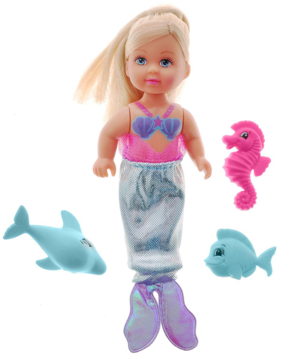 Simba Мини-кукла Еви-русалочка с рыбками5737788Мини-кукла Simba Еви-русалочка с рыбками порадует любую девочку и надолго увлечет ее. В комплект входит кукла Еви и 3 питомца - рыбка, дельфин и морской конек. Красавица Еви выглядит совсем как настоящая русалка. Ее рыбий хвост съемный и выполнен из блестящего текстильного материала. Вашей дочурке непременно понравится заплетать длинные белокурые волосы куклы, придумывая разнообразные прически. Руки, ноги и голова куклы подвижны, благодаря чему ей можно придавать разнообразные позы. Игры с куклой способствуют эмоциональному развитию, помогают формировать воображение и художественный вкус, а также разовьют в вашей малышке чувство ответственности и заботы. Великолепное качество исполнения делают эту куколку чудесным подарком к любому празднику.