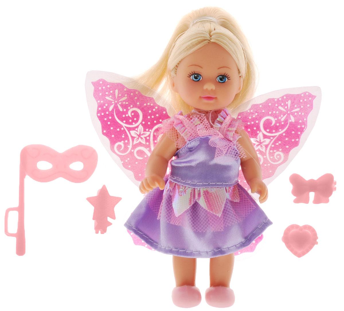 Simba Мини-кукла Еви-фея5736592_сиреневое платьеМини-кукла Simba Еви-фея порадует любую девочку и поможет ей погрузиться в сказочный мир волшебства. В комплект входит кукла Еви и стильные аксессуары. Кукла одета в длинное платье, украшенное блестящими вставками, на ногах у нее - удобные ботиночки. За спиной Еви - прекрасные крылья феи. Вашей дочурке непременно понравится заплетать длинные белокурые волосы куклы, придумывая разнообразные прически. В комплект также входит маскарадная маска и 3 заколки: в виде звездочек, сердечка и бантика. Заколки, крылья, ботинки и маска светятся в темноте. Руки, ноги и голова куклы подвижны, благодаря чему ей можно придавать разнообразные позы. Игры с куклой способствуют эмоциональному развитию, помогают формировать воображение и художественный вкус, а также разовьют в вашей малышке чувство ответственности и заботы. Великолепное качество исполнения делают эту куколку чудесным подарком к любому празднику.