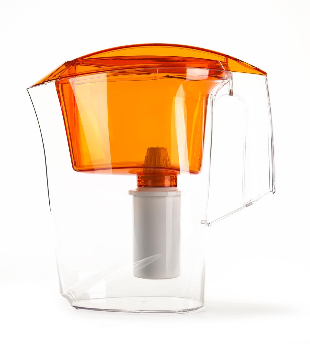 Фильтр-кувшин Гейзер Дельфин, цвет: оранжевый62035 оранжевыйФильтр-кувшин Гейзер Дельфин. Предназначен для очистки холодной водопроводной, скважинной и колодезной воды от ржавчины, растворенного железа, тяжелых металлов, хлора, органических соединений и других примесей. Улучшает вкус и цвет воды, а также устраняет неприятные запахи. Эффективность очистки воды от основных примесей в зависимости от качества исходной воды составляет до 100 %. Не рекомендуется использовать фильтр-кувшин для очистки воды спревышением норм ПДК (предельно допусти¬мая концентрация) более чем в 3 раза. Преимущества Фильтра-кувшина Гейзер Дельфин: - Картридж с материалом Каталон (100% защита от вирусов). - Компактный размер. - Эргономичный дизайн. - Современный пищевой пластик. - Герметичная крышка. В комплекте картридж Гейзер 301. Ресурс 200 литров. Дополнительная информация: Общий объем кувшина: 3 л. Объем приемной воронки: 1,4 л. Полезный объем: 1,6 л. ...