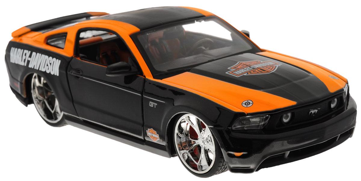 Maisto Модель автомобиля Ford Mustang GT 2011 цвет черный оранжевый32170_черный/оранжевыйКоллекционная модель Maisto Ford Mustang GT 2011 с ярким, привлекающим внимание дизайном, обязательно понравится всем любителям красивых гоночных машин. Машина представляет собой копию, уменьшенную от реального автомобиля в 24 раза. Модель имеет литой металлический корпус с высокой детализацией двигателя, интерьера салона, дисков, протекторов, выхлопной системы, оснащена колесами из мягкой резины. У машинки открываются дверцы кабины и капот. Двигается вперед и назад. Игрушка в точности повторяет модель оригинальной техники, подробная детализация в полной мере позволит вам оценить высокую точность копии этой машины! Такая модель станет отличным подарком не только любителю автомобилей, но и человеку, ценящему оригинальность и изысканность, а качество исполнения представит такой подарок в самом лучшем свете.