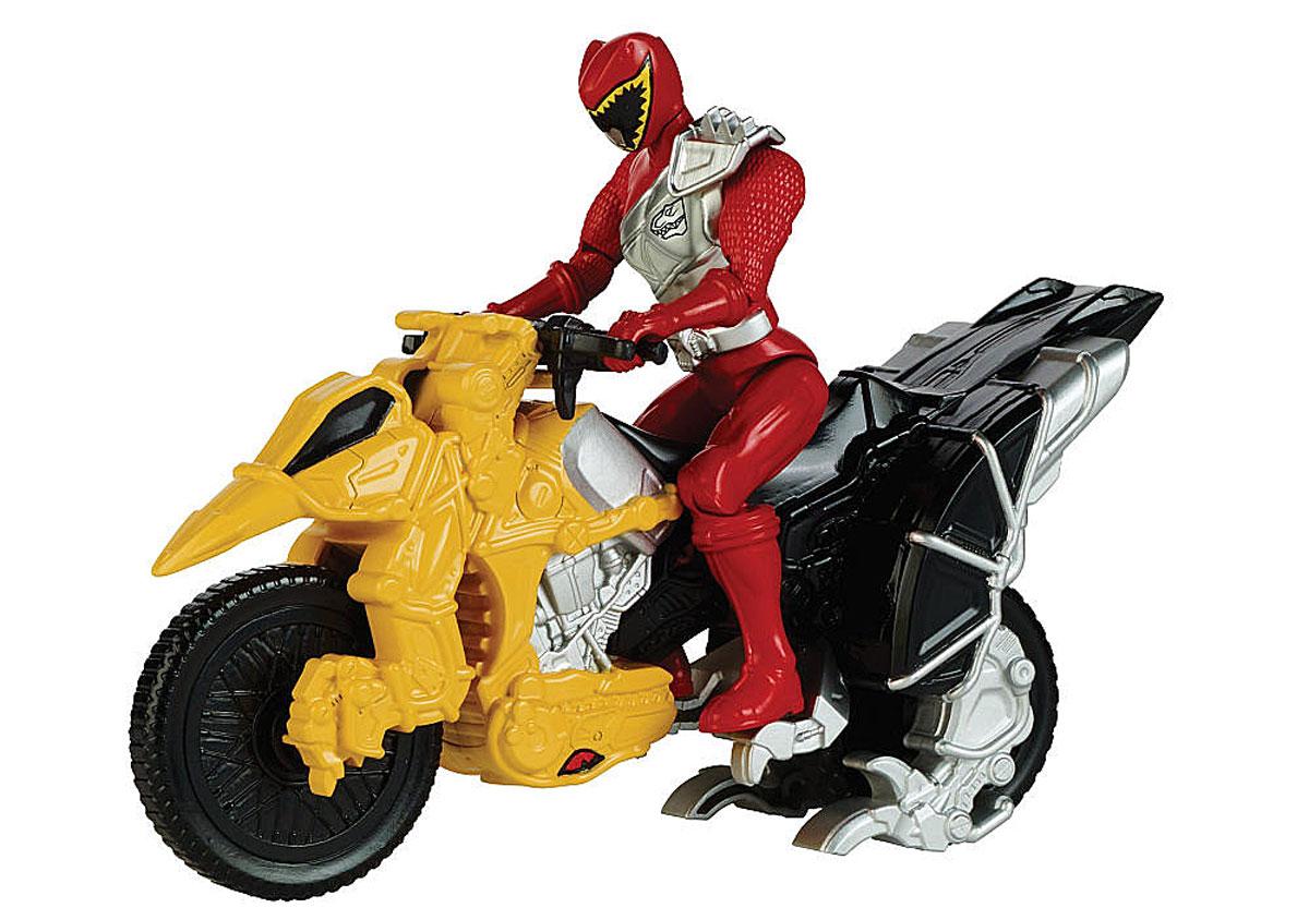 Power Rangers Игровой набор Могучие рейнджеры с мотоциклом цвет красный42070_желтый/красныйИгровой набор Power Rangers Могучие рейнджеры состоит из фигурки рейнджера и мотоцикла. Фигурка, выполненная из пластика в виде рейнджера в шлеме и специальном костюме, станет любимой игрушкой вашего ребенка. Руки, ноги и голова фигурки подвижны. У мотоцикла крутятся колеса, и поворачивается передняя часть. Фигурку можно посадить на мотоцикл и катать. Игрушка выполнена по мотивам приключенческого фильма Power Rangers. Могучие рейнджеры - это новое поколение героев, которые унаследовали силу древних воинов и должны встать на защиту Земли. Эта игрушка обязательно понравится ребенку, он часами будет играть с ней, придумывая захватывающие истории для героев.