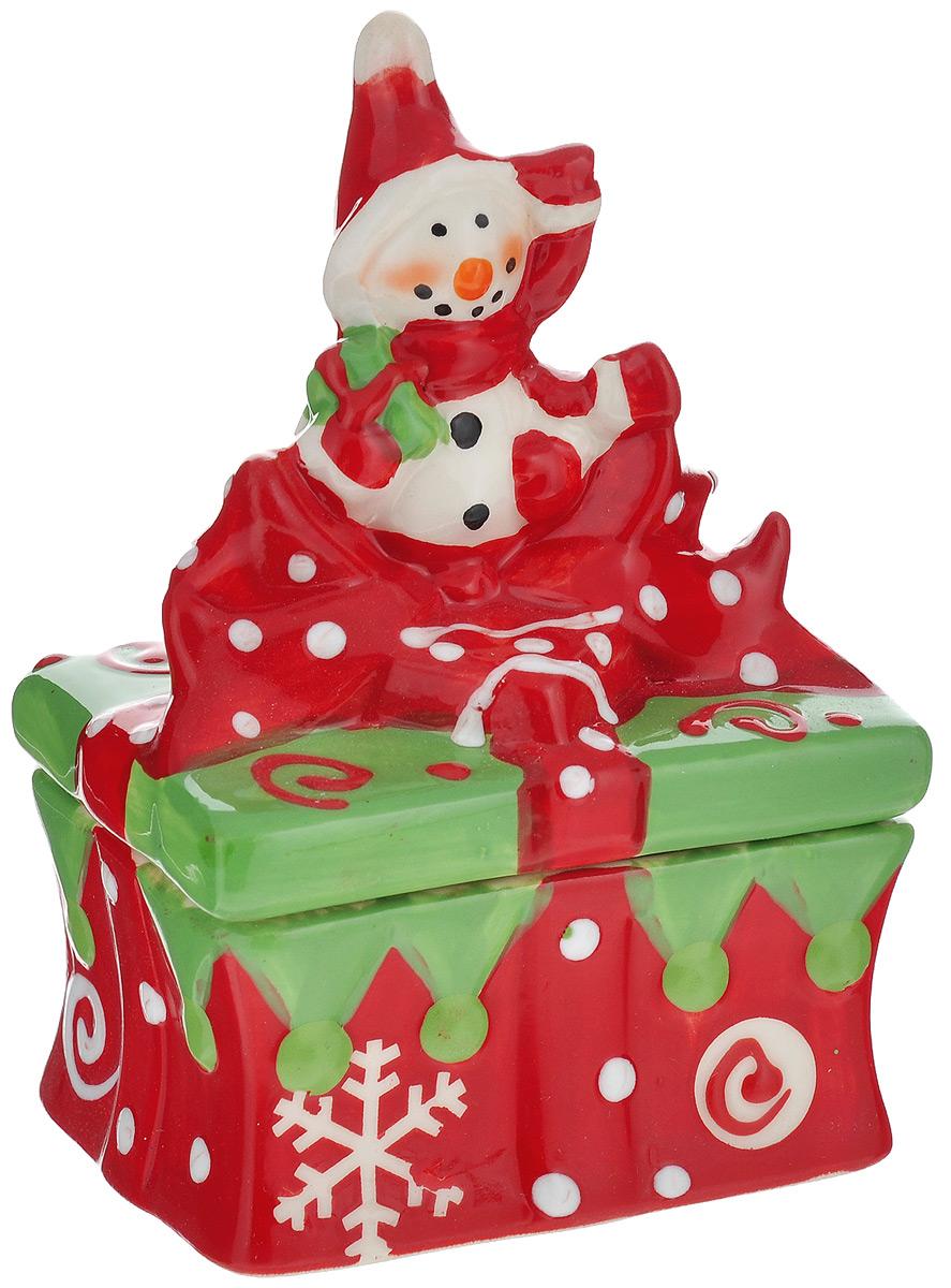 Конфетница House & Holder Снеговик, 9 х 7,5 х 12,5 смYM116029-4Конфетница House & Holder Снеговик изготовлена из высококачественной керамики и выполнена в форме снеговика. Изделие снабжено крышкой и прекрасно подходит для хранения и сервировки конфет. Такая конфетница станет отличным подарком к Новому году и порадует вас и ваших близких ярким дизайном.