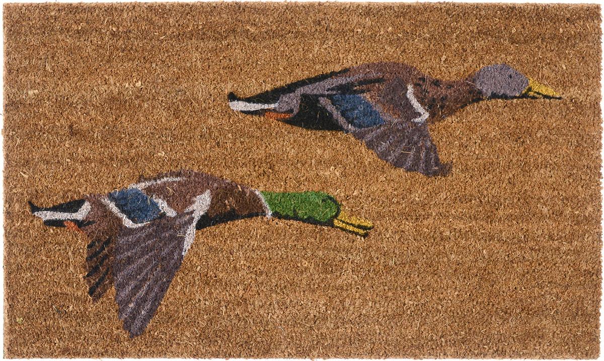 Коврик придверный Gardman Flying Ducks, 45 см х 75 см82902Придверный коврик Gardman Flying Ducks, изготовленный из кокосового волокна с основой из ПВХ, имеет жесткий ворс. Коврик оформлен оригинальным изображением уток. Его можно использовать отдельно либо с рамкой на резиновой основе для сменных ковриков. Устойчив к любым погодным условиям. Отличается прочностью и долгим сроком службы. Такой коврик прекрасно дополнит интерьер прихожей и надежно защитит помещение от уличной пыли и грязи.
