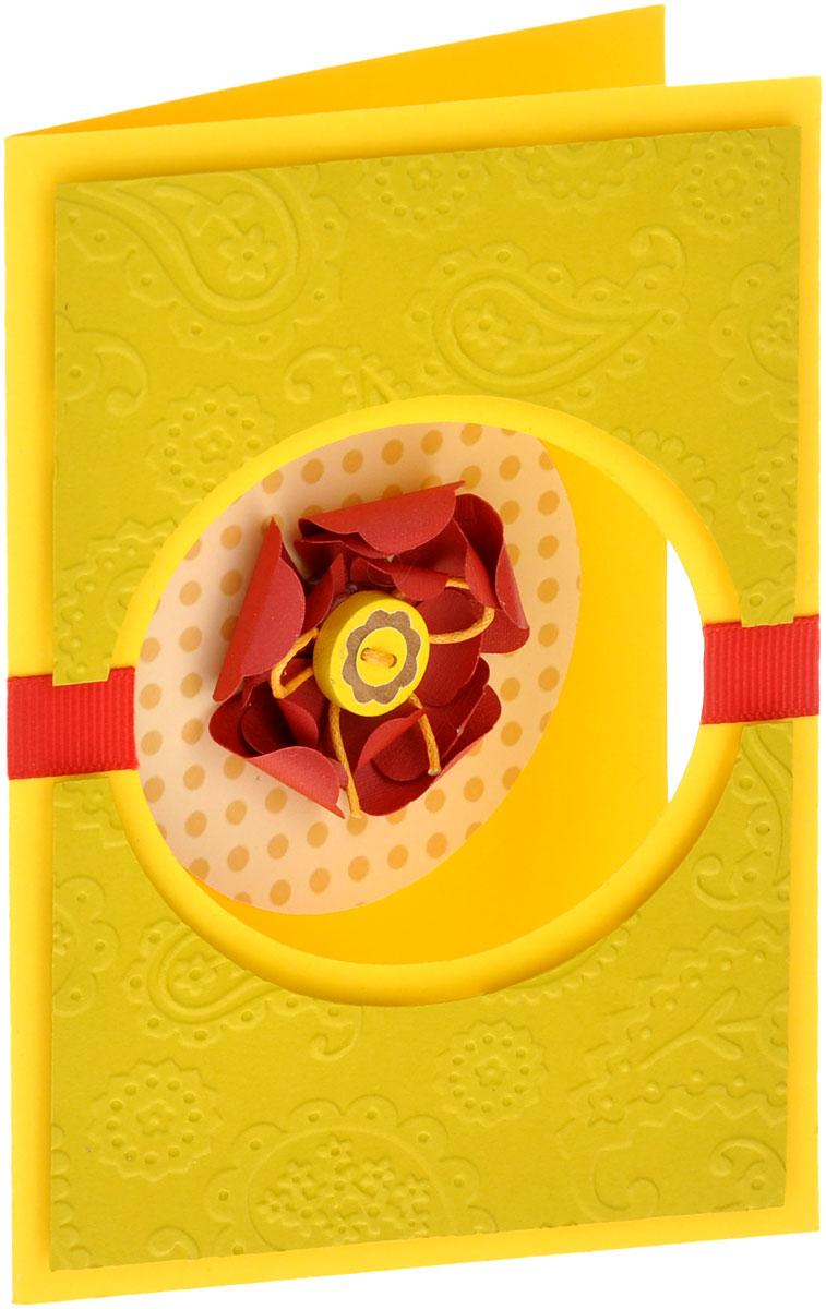 Открытка ручной работы, с конвертом. Автор Татьяна Саранчукова. PLUS-010PLUS-010Открытка ручной работы, выполненная с теплом и любовью, позволит вам оригинально дополнить подарок. Открытка изготовлена из дизайнерской плотной бумаги. Лицевая сторона оформлена круглым окошком с объёмным цветком ручной работы, сердцевина которого пуговица пришитая вощенным шнуром. Открытка дополнена тисненым фоном и репсовой лентой. Внутри открытка не содержит текста, что позволит вам самостоятельно написать самые теплые и искренние слова. Открытка непременно порадует получателя и станет отличным напоминанием о проведенном вместе времени. В комплект входит белый конверт. Открытка упакована в пакет для сохранности. Размер открытки: 15 см х 10 см. Размер конверта: 16 см х 11,5 см.