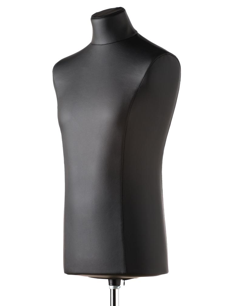 Манекен демонстрационный Royal Dress forms Windsor, с подставкой, мужской, цвет: черный. Размер 484607824420487Манекен демонстрационный Royal Dress forms Windsor премиум-класса выполнен из твердого пластика и обтянут экокожей черного цвета. Преимущества кожаного манекена: - имеет презентабельный вид, обтянут кожей, не содержащей ПВХ; - украшает и добавляет эксклюзивности витринам и торговым залам; - сшит из высокопрочного материала, имеет высокую износостойкость. К манекену прилагается изящная подставка Royal Dress forms Силуэт, выполненная из дерева и металла, с регулировкой манекена по высоте в пределах 50 см. Такой манекен отлично впишется в интерьер и станет хорошим помощником в демонстрации одежды в выгодном свете. Объем груди: 96 см. Объем талии: 83 см. Объем бедер: 89 см. Высота подставки: 43 см. Ширина подставки: 35 см. Длина хромированной трубы: 80 см.