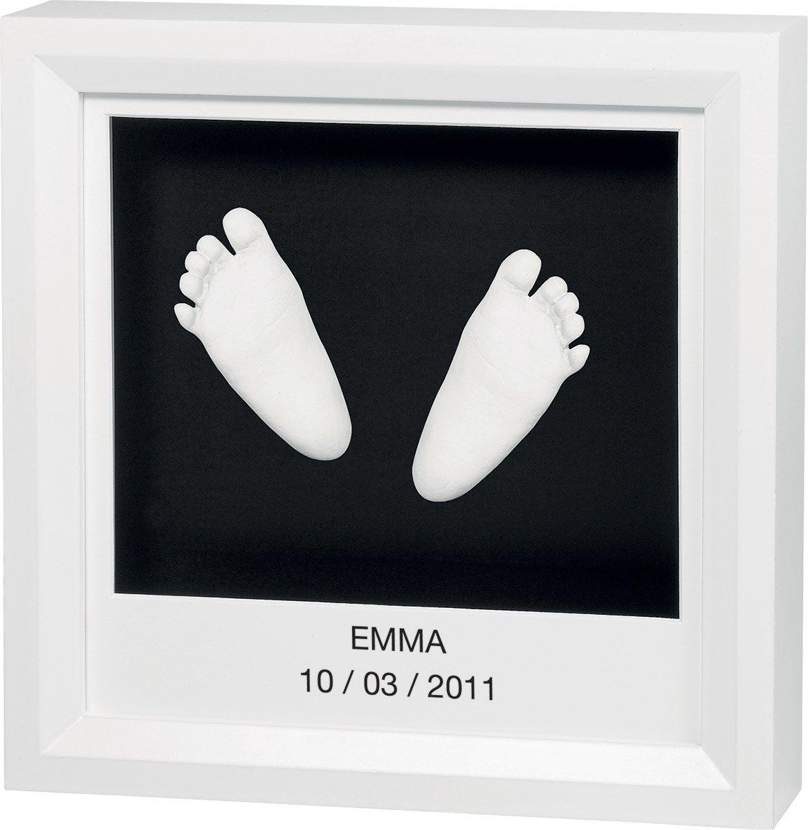 Рамка для оттисков Baby Art, цвет: белый34120078Рамка для оттисков Baby Art - уникальный подарок родителям, позволяющий сохранить фотографию, оттиск ладошки или ступни малыша на долгие годы. В комплект входят тройная деревянная рамка со стеклом, тесто для лепки, деревянный валик, палочка для помешивания, стикеры с буквами и цифрами и клейкая лента, а также поэтапная иллюстрированная инструкция на русском языке. Материал для создания оттисков безопасен, а технология изготовления очень проста. На ровной рабочей поверхности нужно раскатать тесто с помощью валика, удалив пузырьки воздуха. Затем сделать отпечатки ручки или ножки малыша. Вырезать прямоугольный кусок теста с оттиском необходимого размера. После того, как тесто затвердеет, оттиск можно приклеить в рамочку под стекло при помощи двустороннего скотча. Продукт протестирован дерматологами. Поэтапная иллюстрированная инструкция на русском языке не позволит вам ошибиться. Создайте своими руками чудесный сувенир на память о важных моментах в жизни...