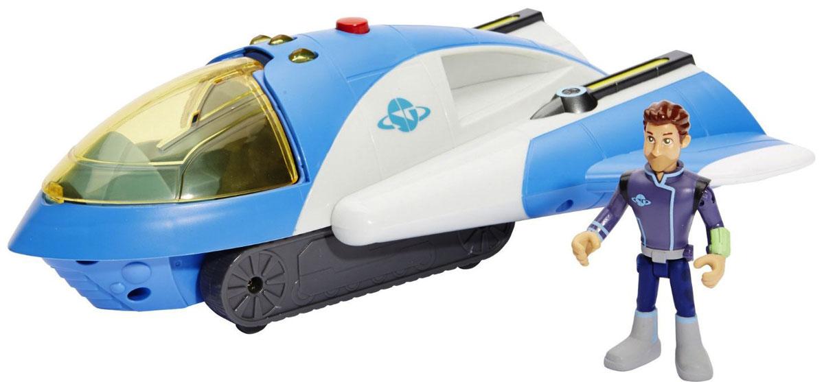 Miles from Tomorrowland Крейсер космического конвоя86209Крейсер космического конвоя Miles from Tomorrowland не оставит равнодушным вашего ребенка. Игрушка изготовлена из прочных и безопасных материалов. Космический крейсер имеет три режима функционирования: полетный, боевой и наземный, а именно космический корабль, спасательная станция, вездеход. Во время полетного режима крылья крейсера сложены, позволяя ему развивать максимальную скорость. В случае вступления в схватку с космическим злодеем крылья отодвигаются в стороны, позволяя выстрелить из лазерных пушек. А после поимки преступника, чтобы доставить его в тюрьму, корабль переходит в наземный режим, и способен ехать по почве на гусеницах. Корабль совместим со съемными ракетными ускорителями XVR, которыми укомплектована Стеллосфера. Крейсер оснащен звуковыми и световыми эффектами. В комплекте имеется фигурка капитана Джо. Ваш ребенок часами будет играть с такой игрушкой, придумывая различные истории. Порадуйте его таким замечательным подарком! ...