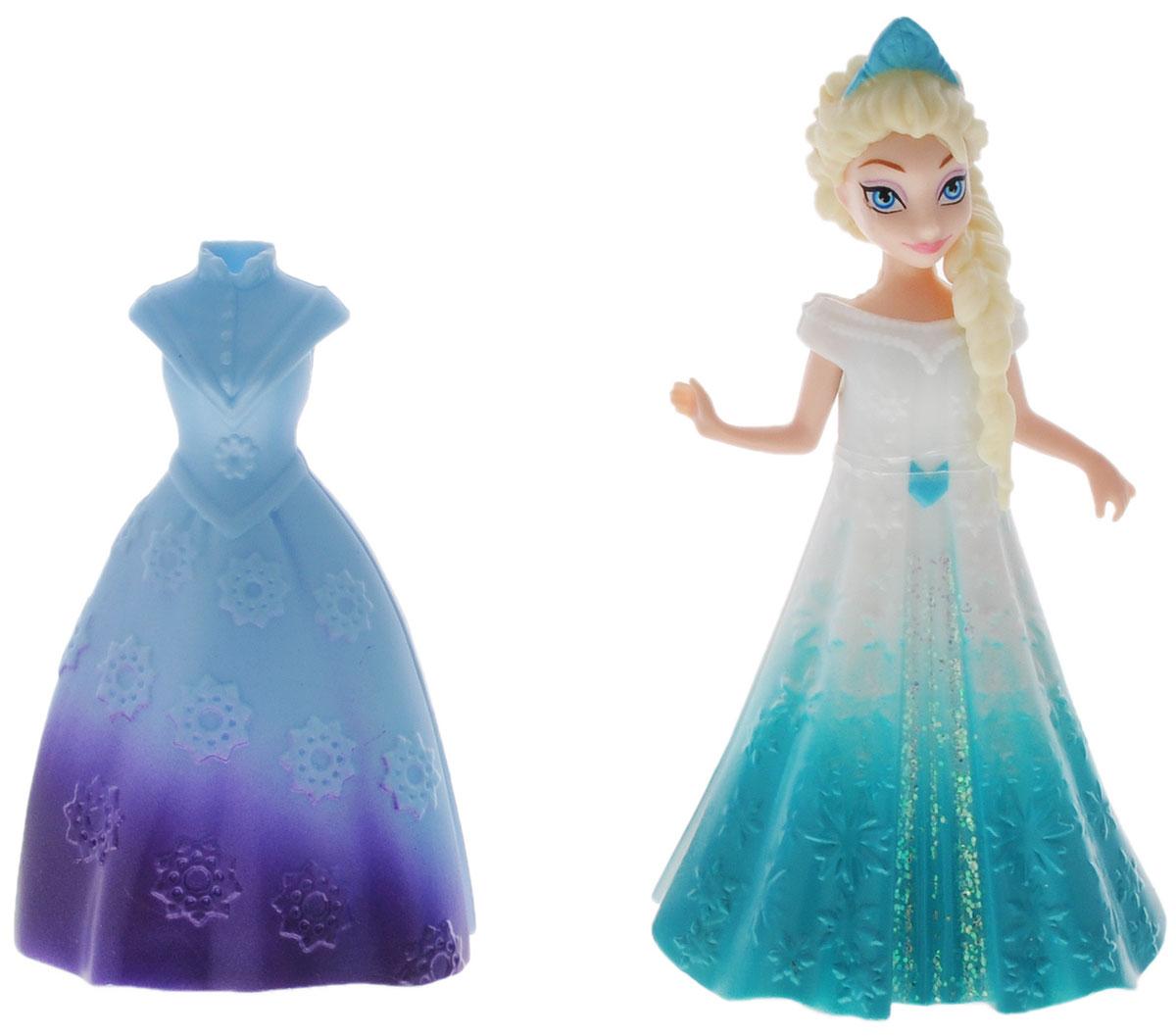 Disney Princess Мини-кукла Принцесса Эльза с платьемY9969/Y9971Мини-кукла Disney Princess Принцесса Эльза с платьем непременно порадует вашу малышку и доставит ей много удовольствия от часов, посвященных игре с ней. Куколка выполнена из пластика в виде очаровательной принцессы Эльзы. Ручки, ножки и голова куколки подвижны. Одета куколка в снимающееся блестящее бело-бирюзовое платье. В комплект также входит роскошное голубое платье, оформленное рельефным узором в виде снежинок. Оба наряда выполнены из мягкого пластика по специальной технологии MagiClip, благодаря которой они легко снимаются и одеваются. Ваша малышка с удовольствием будет играть с этой куколкой, проигрывая сюжеты из мультфильма и придумывая различные истории.