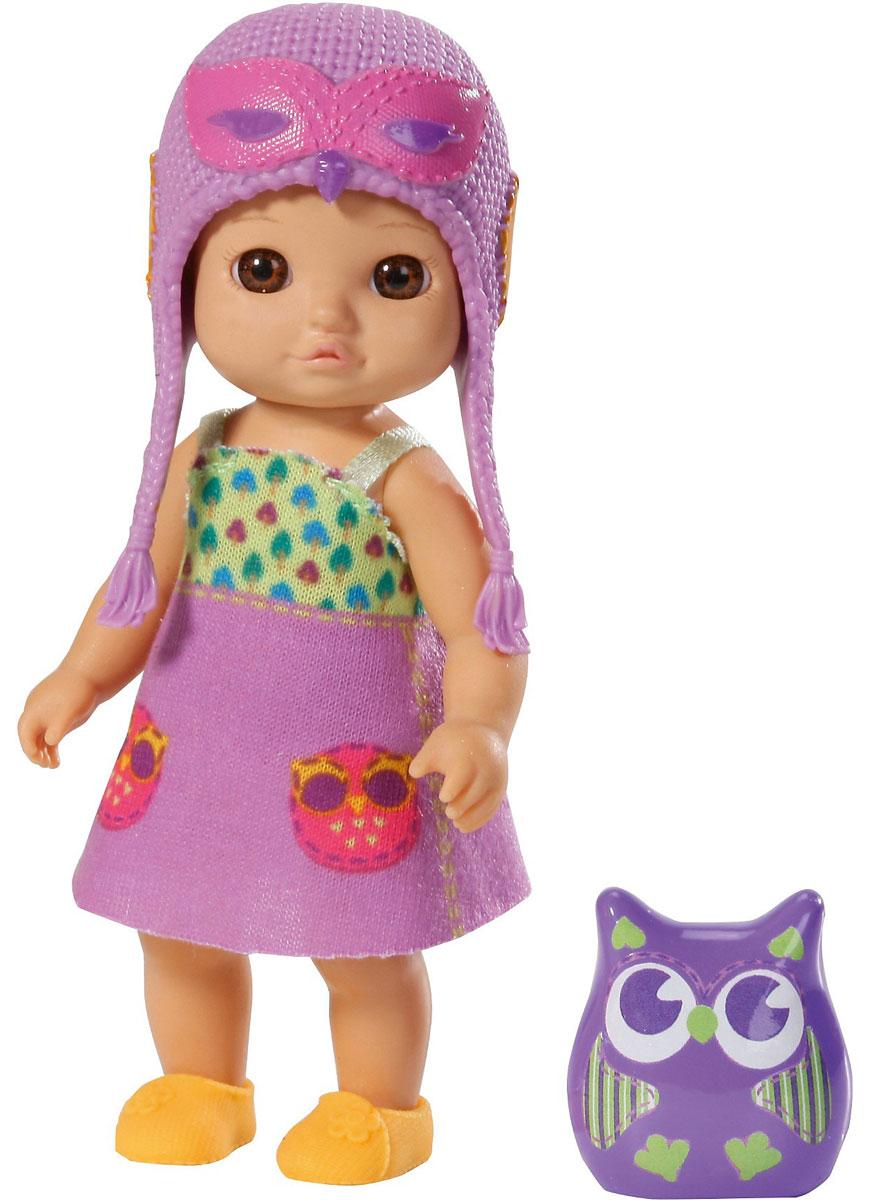 Chou Chou Birdies Мини-кукла Vicky920-060_сиреневыйМини-кукла Chou Chou Birdies Vicky займет внимание вашей малышки и подарит ей множество счастливых мгновений. Кукла изготовлена из пластика, ее голова, ручки и ножки подвижны. Куколка одета в сиреневое платьице с изображениями совушек, оранжевые туфельки и сиреневую шапочку. В комплект входит очаровательный питомец-сова, которая живет с куклой в волшебном мире сновидений и сказок. Благодаря играм с куклой, ваша малышка сможет развить фантазию и любознательность, овладеть навыками общения и научиться ответственности, а дополнительные аксессуары сделают игру еще увлекательнее. Порадуйте свою принцессу таким прекрасным подарком!