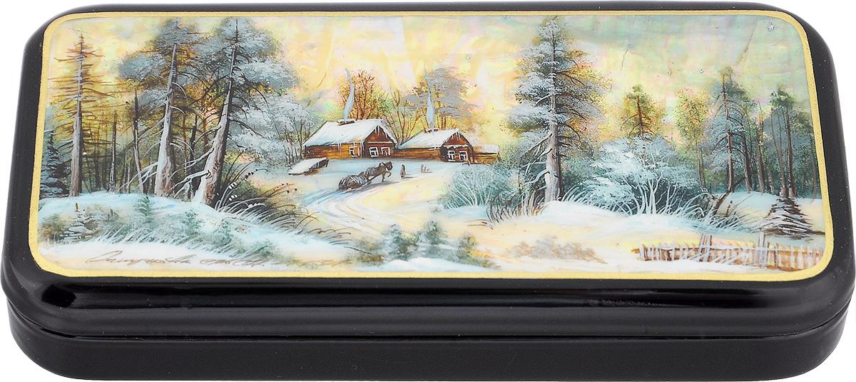 Шкатулка Зимний пейзаж, 15 см х 7 см. Ручная авторская работашкфб.та.зимпейЛаковая миниатюрная шкатулка ручной работы Федоскино Зимний пейзаж выполнена в форме горизонтального пенала. Сюжет на крышке шкатулки - зимний пейзаж. Это высококачественная роспись по перламутру, благодаря которому все изображение переливается светом в зависимости от освещения. Под изображением и на дне шкатулки имеется авторская подпись. Элегантная шкатулка ручной работы станет оригинальным и практичным украшением интерьера.