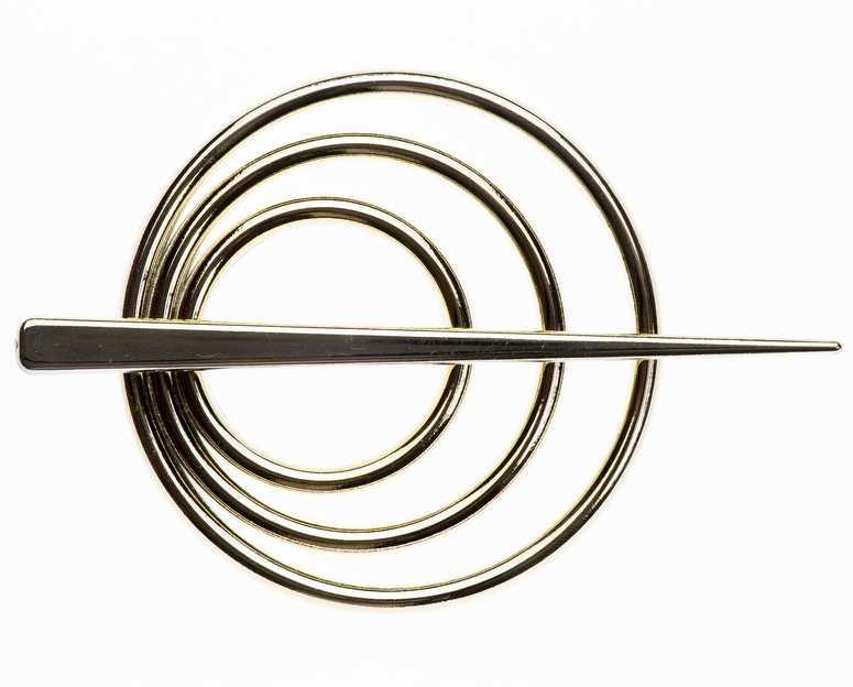 Заколка для штор Goodliving, цвет: золотой, 2 шт544132Заколка для штор Goodliving выполнена из высококачественного пластика. Заколка - это основной вид фурнитуры в декоре штор, сочетающий в себе не только декоративную функцию, но и практическую - регулировать поток света. Заколки способны украсить любую комнату. Диаметр декоративной части: 9 см. Длина палочки: 13,5 см.