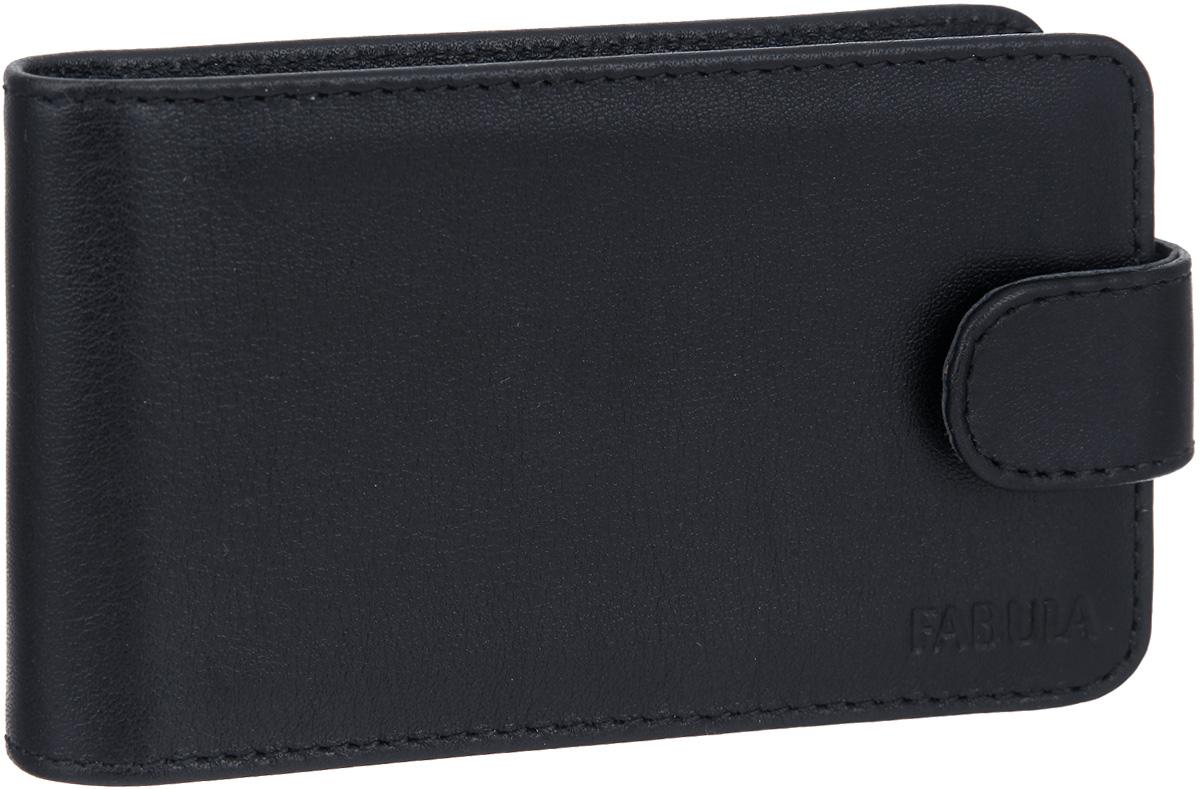 Визитница мужская Fabula Estet, цвет: черный. V.4.MNV.4.MNСтильная горизонтальная визитница Fabula Estet выполнена из натуральной кожи, оформлена тиснением с символикой бренда. Изделие раскладывается пополам и закрывается хлястиком на кнопку. Внутри визитницы расположен вкладыш из прозрачного ПВХ, который включает в себя двадцать файлов для визиток или кредитных карт. Изделие поставляется в фирменной упаковке. Визитница Fabula Estet станет отличным подарком для человека, ценящего качественные и практичные вещи.