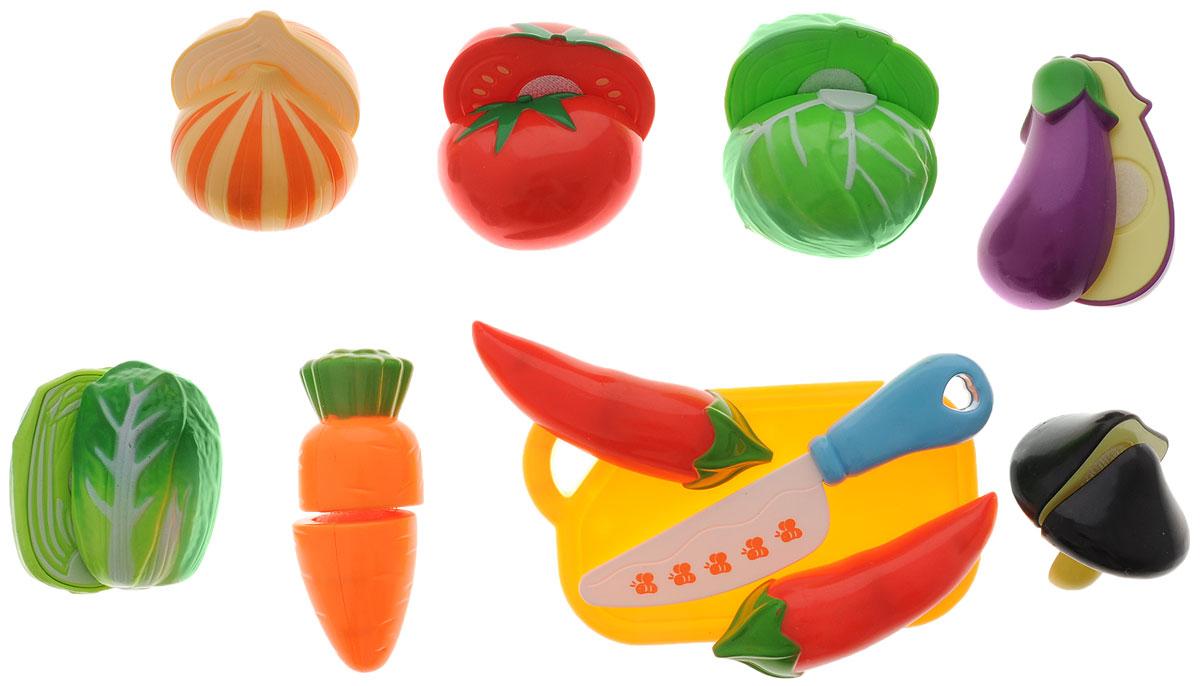 Dong Fan Игровой набор Овощи228E6-5_овощиПродуктовый набор для настоящих кулинаров! Ваш ребенок с удовольствием будет резать овощи специальным ножичком и угощать ими любимых кукол. Все продукты из набора можно разделить на части. Овощи соединяются вместе с помощью липучек. Чтобы ребенок мог наглядно познакомиться с разными видами продуктов, а также выучить их названия, приобретите этот замечательный набор. Набор незаменим и в ролевых играх для детей.