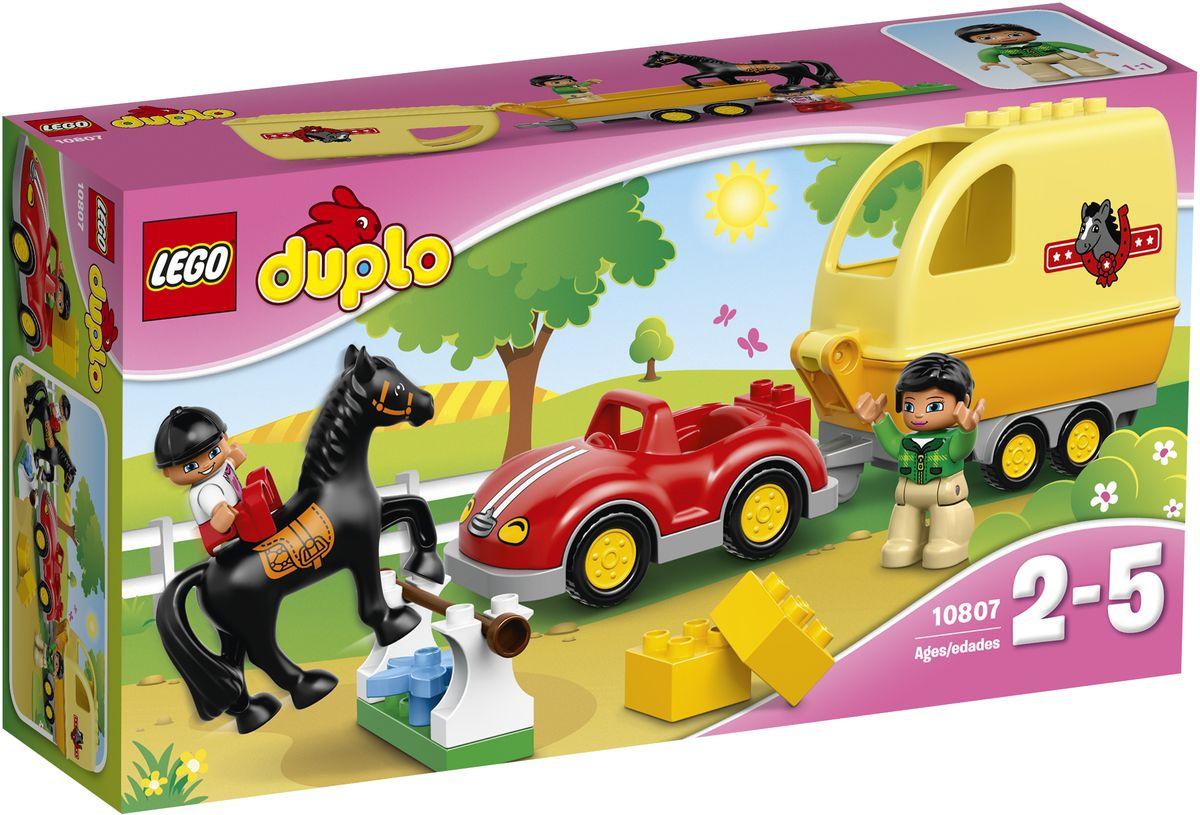 LEGO DUPLO Конструктор Трейлер для лошадок 1080710807Конструктор LEGO DUPLO Трейлер для лошадок приведет в восторг любую девочку, ведь все дети обожают знаменитые конструкторы LEGO. Конструктор содержит 15 пластиковых элементов. Этот простой в сборке автомобиль с трейлером поможет вам и вашему малышу попасть вместе с лошадкой на лучшие соревнования по конкуру! Сначала соберите барьер и практикуйтесь в поле. Ой! Ваша лошадка сбила планку - восстановите барьер и продолжайте тренироваться. После того как лошадка освоит прыжки, прицепляйте трейлер к машине, аккуратно заведите лошадь внутрь и отправляйтесь на соревнования. С яркими цветными элементами LEGO DUPLO, разработанными специально для начинающих строителей, так легко собрать свою историю. Все элементы набора выполнены из безопасного пластика и имеют увеличенные размеры, специально для маленьких детских пальчиков. Игры с конструкторами помогут ребенку развить воображение, внимательность, пространственное мышление и творческие способности. Такой...