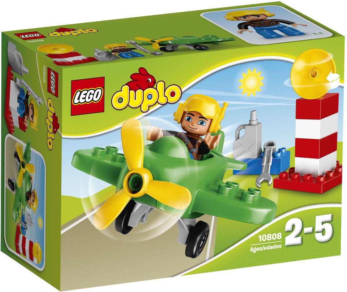 LEGO DUPLO Конструктор Маленький самолет 1080810808Конструктор LEGO DUPLO Маленький самолет приведет в восторг любого ребенка, ведь все дети обожают знаменитые конструкторы LEGO. Конструктор содержит 13 пластиковых элементов. Отправляйтесь на аэродром в солнечный день, чтобы подняться к облакам на вашем маленьком самолете. Сначала вы должны помочь пилоту проверить работу пропеллера и заправить самолет топливом. Подождите, пока вам не дадут отмашку на взлёт с радарной вышки, и выруливайте на взлётную полосу. С яркими цветными кубиками LEGO DUPLO, разработанными специально для начинающих строителей, так легко собрать свою историю. Все элементы набора выполнены из безопасного пластика и имеют увеличенные размеры, специально для маленьких детских пальчиков. Игры с конструкторами помогут ребенку развить воображение, внимательность, пространственное мышление и творческие способности. Такой конструктор надолго займет внимание малыша и непременно станет его любимой игрушкой. Яркий конструктор с крупными...