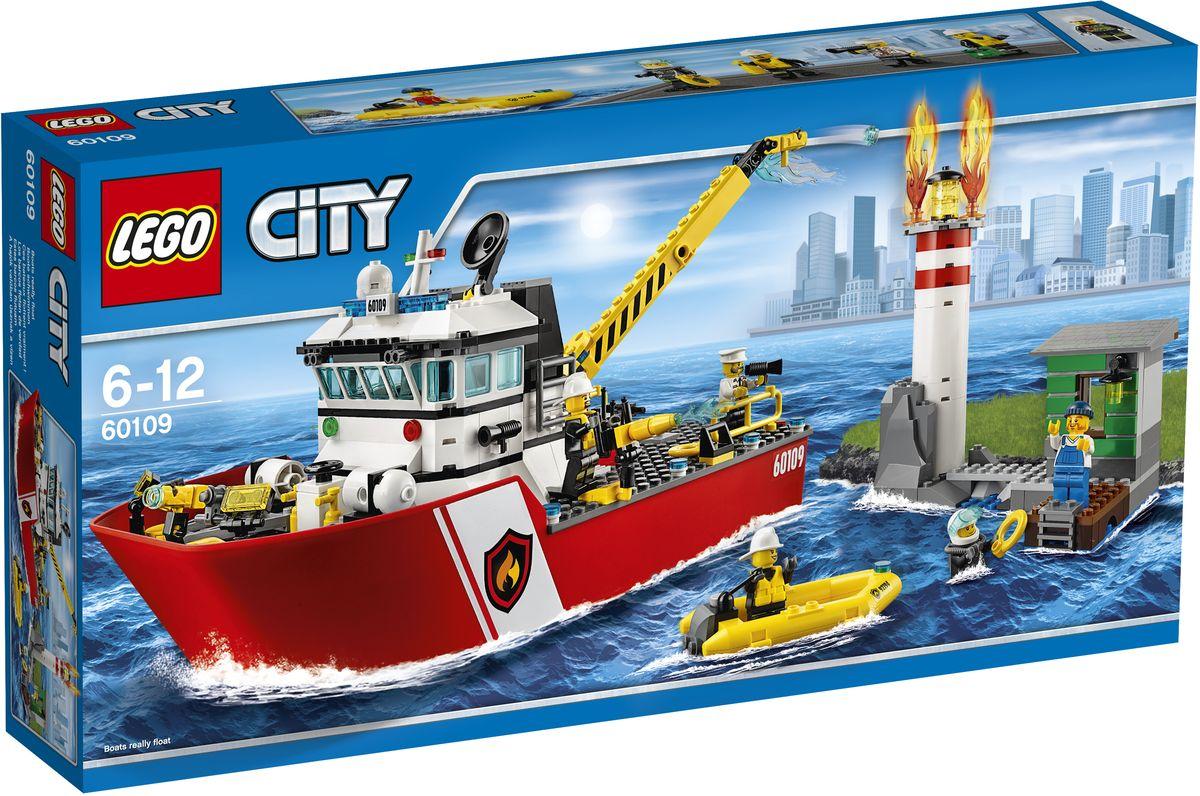 LEGO City Конструктор Пожарный катер60109На маяке пожар! Спеши на помощь на пожарном катере, направляй водомёт и туши пламя с помощью водяной пушки. Отправь команду, чтобы убедиться, что смотритель маяка в безопасности. Спаси маяк от пожара! Конструктор LEGO City Пожарный катер - это один из самых увлекательнейших и веселых способов времяпрепровождения. Ребенок сможет часами играть с конструктором, придумывая различные ситуации и истории. В набор также входят 5 мини-фигурок: 4 пожарных и смотрителя маяка. В процессе игры с конструкторами LEGO дети приобретают и постигают такие необходимые навыки как познание, творчество, воображение. Обычные наблюдения за детьми показывают, что единственное, чему они с удовольствием посвящают время, - это игры. Игра - это состояние души, это веселый опыт познания реальности. Играя, дети создают собственные миры, осваивают их, а познавая - приобретают знания и умения. Фантазия ребенка безгранична, беря свое начало в детстве, она позволяет ребенку учиться представлять в...