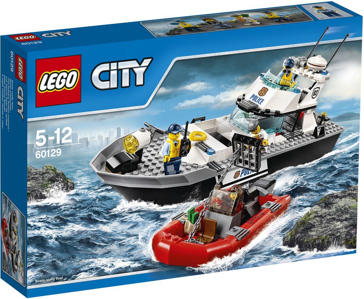 LEGO City Конструктор Полицейский патрульный катер 6012960129Запри мошенника в камере на полицейском патрульном катере и отправляйся на остров-тюрьму, чтобы высадить его там. Но будь осторожен, другой воришка подплыл к катеру и пытается вытащить заключённого из камеры с помощью якоря своего катера. Сможешь ли ты не дать преступникам сбежать и передать их в руки правосудия? Конструктор LEGO City Полицейский патрульный катер - это один из самых увлекательнейших и веселых способов времяпрепровождения. Ребенок сможет часами играть с конструктором, придумывая различные ситуации и истории. В набор также входят 4 мини-фигурки: 2 полицейских и 2 преступников. В процессе игры с конструкторами LEGO дети приобретают и постигают такие необходимые навыки как познание, творчество, воображение. Обычные наблюдения за детьми показывают, что единственное, чему они с удовольствием посвящают время, - это игры. Игра - это состояние души, это веселый опыт познания реальности. Играя, дети создают собственные миры, осваивают их, а познавая -...