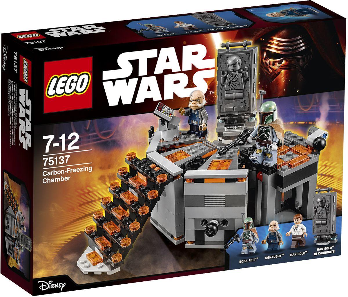 LEGO Star Wars Конструктор Камера карбонитной заморозки 7513775137Конструктор Lego Star Wars Камера карбонитной заморозки приведет в восторг любого поклонника знаменитой космической саги Звездные войны. Конструктор содержит 231 пластиковый элемент, с помощью которых вы сможете собрать оригинальное устройство из вселенной Звездных войн. Хана Соло доставили в камеру карбонитной заморозки и собираются заморозить в блок твердого карбонита! Сможет ли он победить Бобу Фетта и бежать или же будет навечно заморожен Угнотом? Только ты можешь это решить! Камера заморозки установлена на лифте, который позволяет поднимать и опускать ее. Также в набор входят фигурка Хана Соло и фигурки космических пиратов. Игры с конструкторами помогут ребенку развить воображение, внимательность, пространственное мышление и творческие способности. Такой конструктор надолго займет внимание малыша и непременно станет его любимой игрушкой.