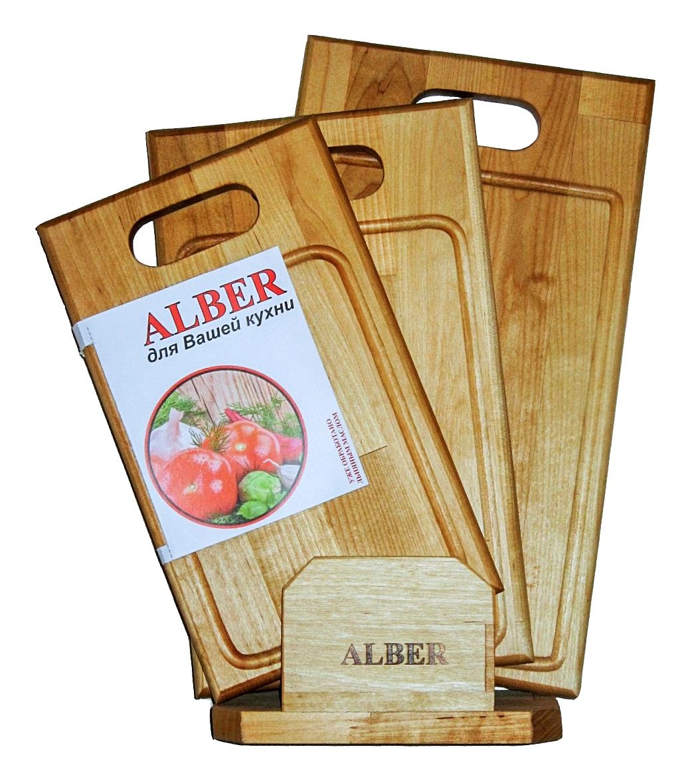 Набор досок разделочных Прямая ручка в кассете (3 доски разного размера)0080053Прочные, гладкие, с естественной березовой текстурой, доски обработаны льняным маслом для предохранения от рассыхания. Изделия имеют индивидуальную пленочную упаковку и оригинальную гравировку - нельзя мыть деревянную доску в посудомоечной машине, а также оставлять надолго погруженной в воду; - после каждого использования нужно промыть доску мыльной водой, тщательно сполоснуть проточной водой и вытереть насухо; - хранить доски лучше в подвешенном состоянии или просто поставив вертикально; - новую сухую доску (если она не обработана) перед началом нужно смазать маслом; масло должно быть безопасным и устойчивым к порче при комнатной температуре (оптимальный вариант - льняное масло, в отличие от подсолнечного или оливкового, которые со временем портятся); повторять эту процедуру необходимо в среднем раз в месяц - по мере высыхания масла; - заменять разделочную доску на кухне рекомендуется 1 раз в год.