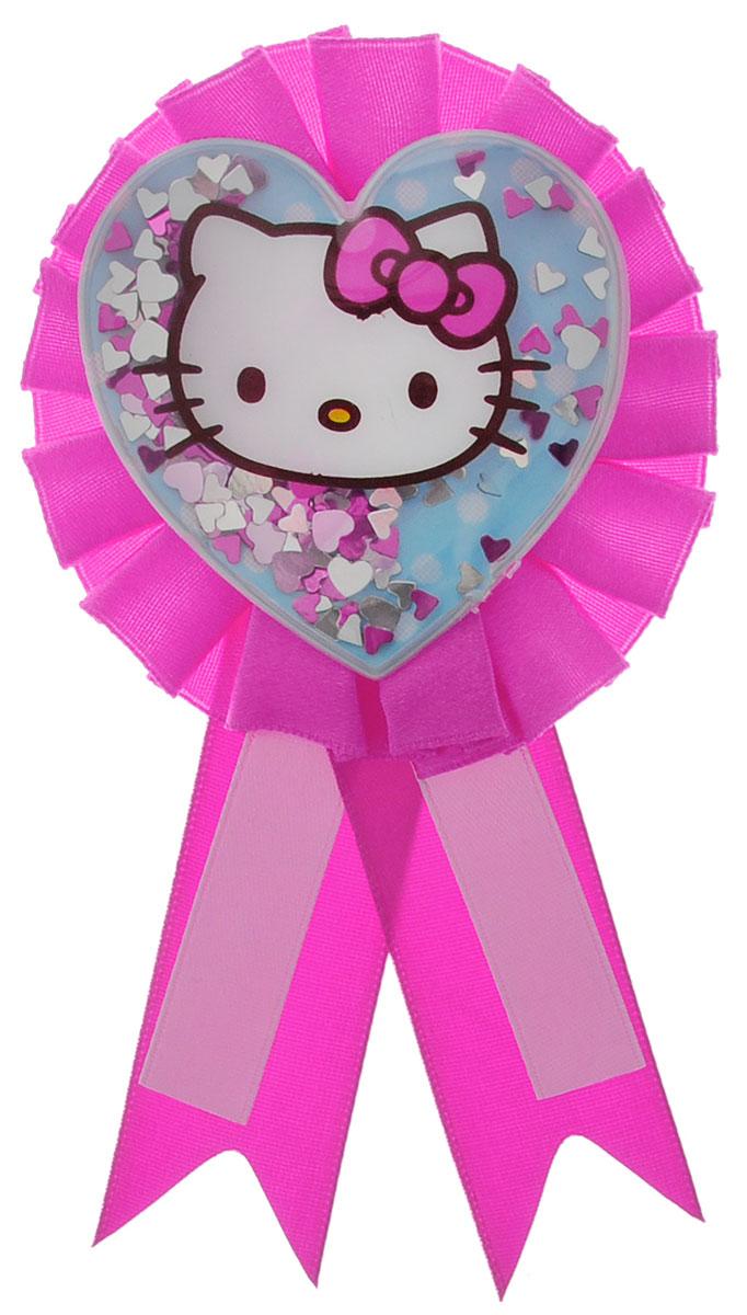 Веселая затея Значок Hello Kitty1507-0673Нарядный значок Hello Kitty станет отличным украшением для именинницы. Значок выполнен из атласных розовых лент. Серединку значка украшает портрет кошечки Hello Kitty, значок наполнен маленькими перламутровыми звездочками. Значок приклеивается на одежду, его можно легко снять с платья (не оставляет следов на одежде).