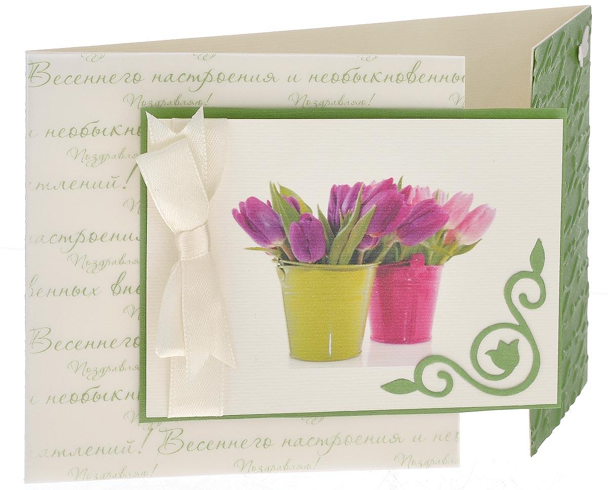 Открытка ручной работы Весенние поздравления, с конвертом. Автор Татьяна Саранчукова. A-034A-034Открытка ручной работы Весенние поздравления, выполненная с теплом и любовью, позволит вам оригинально дополнить подарок к 8 марта. Открытка изготовлена из дизайнерской плотной бумаги. Лицевая сторона, состоящая из двух створок, оформлена атласной лентой, накладкой с изображением тюльпанов и декоративным элементом в виде бабочки. Внутри открытка не содержит текста, что позволит вам самостоятельно написать пожелание. Также имеется вкладыш для написания поздравления. Открытка непременно порадует получателя и станет отличным напоминанием о проведенном вместе времени. В комплект входит белый конверт. Открытка упакована в пакет для сохранности. Размер открытки: 15 см х 10 см. Размер конверта: 16 см х 11,5 см.