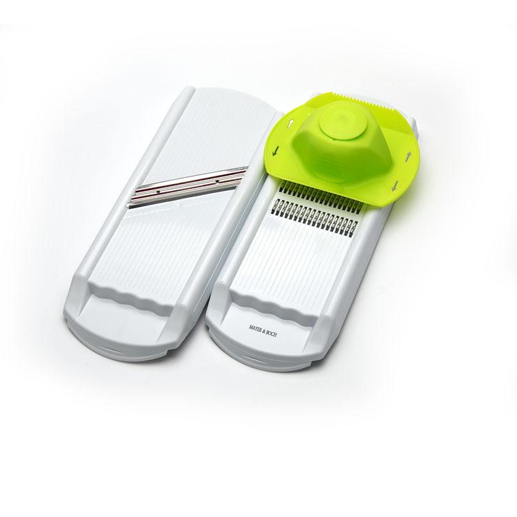 Терка многофункциональная Mayer & Boch. 2330823308Многофункциональная терка Mayer & Boch изготовлена из высококачественного пластика, что является весьма гигиеничным. Лезвия из нержавеющей стали, благодаря разным формам, позволят вам нарезать многие продукты. В комплект входят две терки и плододержатель, который жестко удерживает овощи и фрукты в рабочем положении и защищает руки от возможных порезов и повреждений. Наслаждайтесь приготовлением пищи с теркой Mayer & Boch. Размер терки: 32,5 см х 12,5 см х 2,5 см. Размер плододержателя: 12 см х 15 см х 5 см.