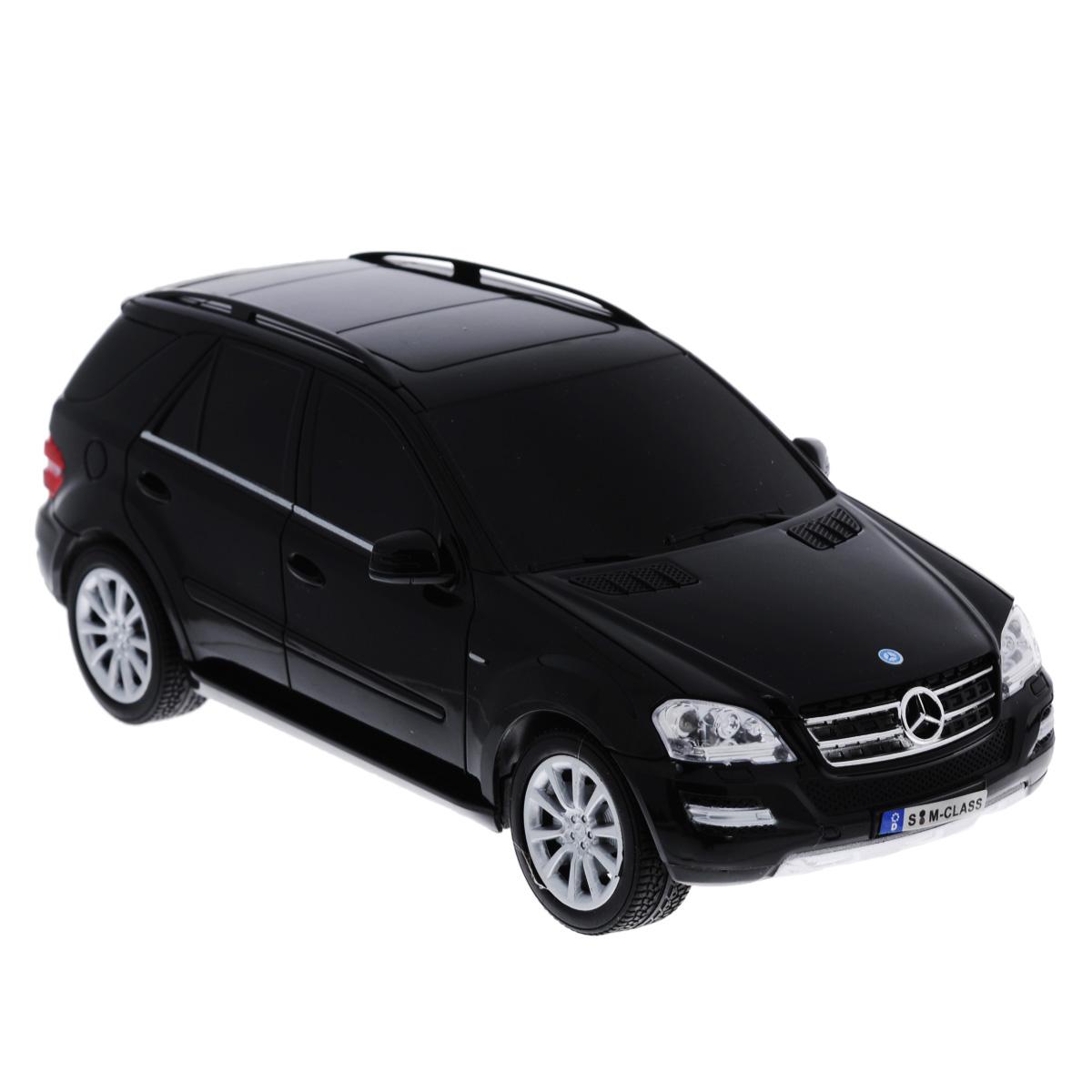 TopGear Радиоуправляемая модель Mercedes-Benz M350 цвет черный масштаб 1:18Т56689_черныйВсе мальчишки любят мощные крутые тачки! Особенно если это дорогие машины известной марки, которые, проезжая по улице, обращают на себя восторженные взгляды пешеходов. Радиоуправляемая модель TopGear Mercedes-Benz M350 - это детальная копия существующего автомобиля в масштабе 1:18. Машинка изготовлена из прочного легкого пластика; колеса прорезинены. При движении передние и задние фары машины светятся. При помощи пульта управления автомобиль может перемещаться вперед, дает задний ход, поворачивает влево и вправо, останавливается. Встроенные амортизаторы обеспечивают комфортное движение. В комплект входят машинка и пульт управления. Автомобиль отличается потрясающей маневренностью и динамикой. Ваш ребенок часами будет играть с моделью, устраивая захватывающие гонки. Машина работает от сменного аккумулятора (входит в комплект). Для работы пульта управления необходимо докупить 2 батарейки типа АА (товар комплектуется демонстрационными).