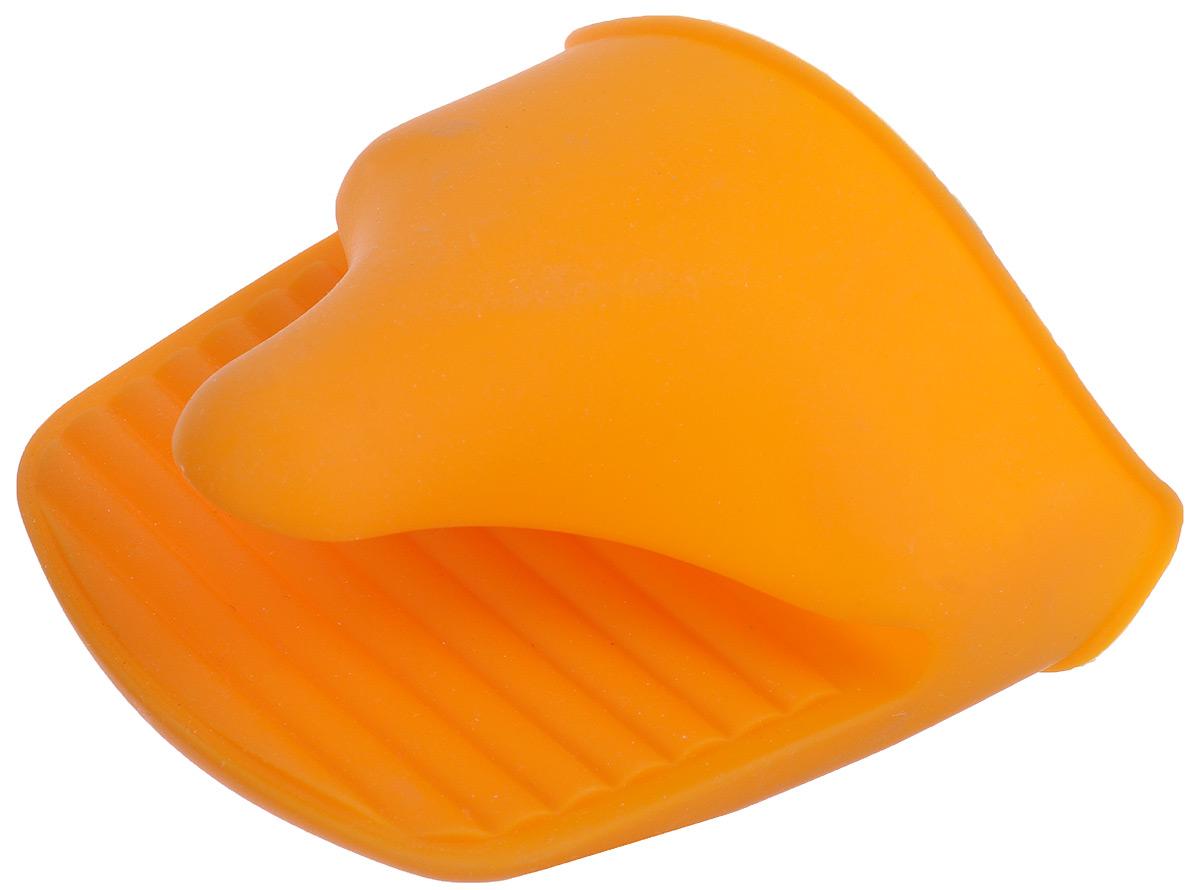 Прихватка Marmiton Vortex, силиконовая, цвет: оранжевый11053_оранжевыйСиликоновая прихватка Marmiton Vortex позволяет защитить ладонь и пальцы от нежелательного воздействия высоких температур. Ребристая поверхность предотвращает скольжение. С помощью такой рукавицы ваши руки будут защищены от ожогов, когда вы будете ставить в печь или доставать из нее выпечку. Можно мыть в посудомоечной машине. В комплект прилагается буклет с рецептами.