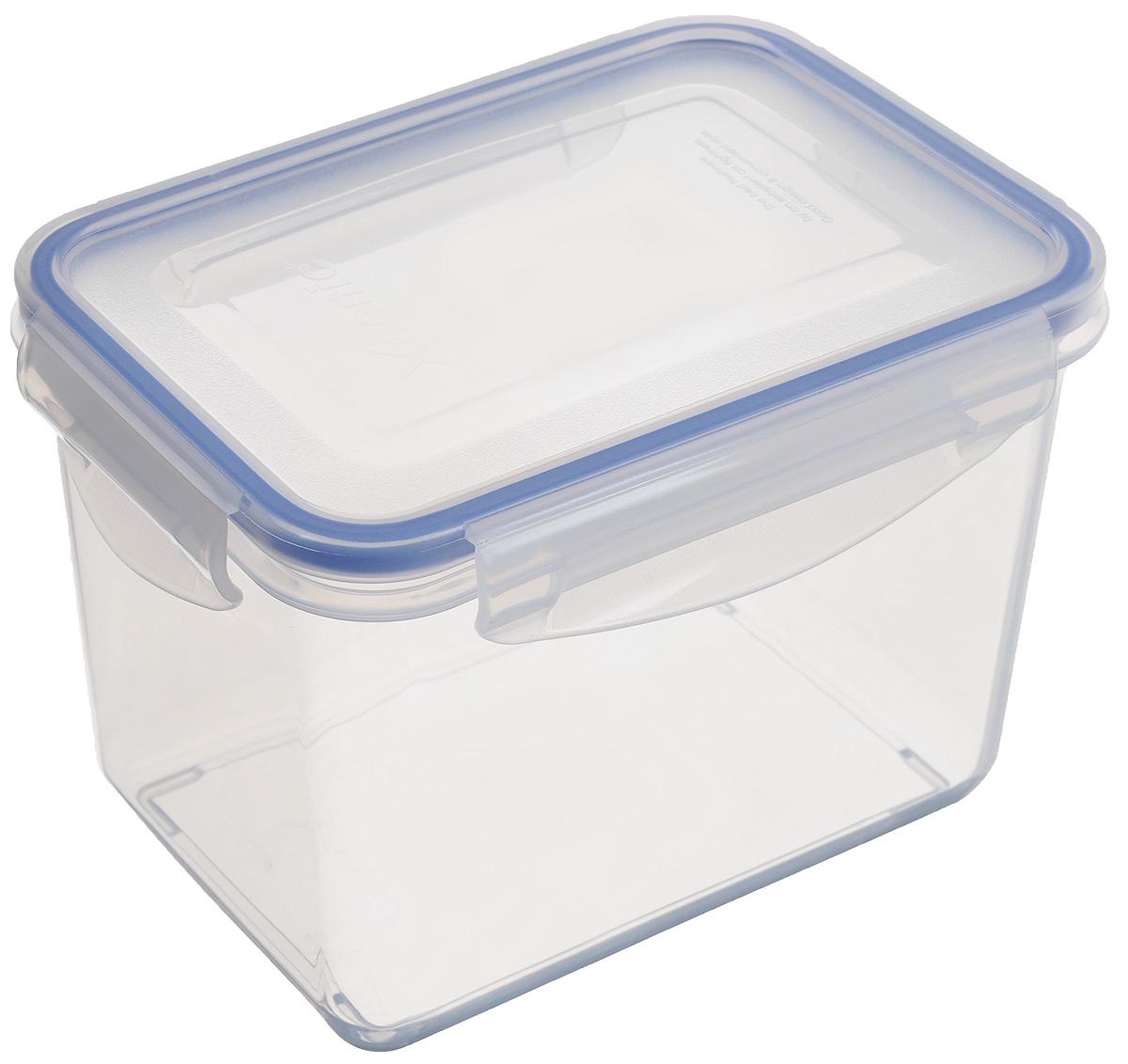 Контейнер Xeonic, цвет: прозрачный, синий, 1,3 л810027Прямоугольный контейнер Xeonic изготовлен из высококачественного полипропилена и предназначен для хранения любых пищевых продуктов. Крышка с силиконовой вставкой герметично защелкивается специальным механизмом. Изделие устойчиво к воздействию масел и жиров, не впитывает запахи. Контейнер Xeonic удобен для ежедневного использования в быту. Можно мыть в посудомоечной машине и использовать в СВЧ. Размер контейнера (по верхнему краю): 16 см х 11 см. Высота контейнера (без учета крышки): 11 см.