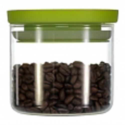 Банка для хранения Walmer Kristel, цвет: салатовый, прозрачный, 500 млW04101050Банка для хранения Walmer Kristel изготовлена из высококачественного стекла. Банка плотно закрывается пластиковой крышкой. Силиконовая прослойка обеспечивает герметичность и долгое хранение продуктов, а также защищает от попадания влаги. В такой банке удобно хранить сыпучие продукты, например, крупы, сахар, орехи, макароны или сухофрукты. Банка станет отличным дополнением к коллекции кухонных аксессуаров и поможет эффективно организовать пространство на кухне. Можно мыть в посудомоечной машине и использовать в микроволновой печи.