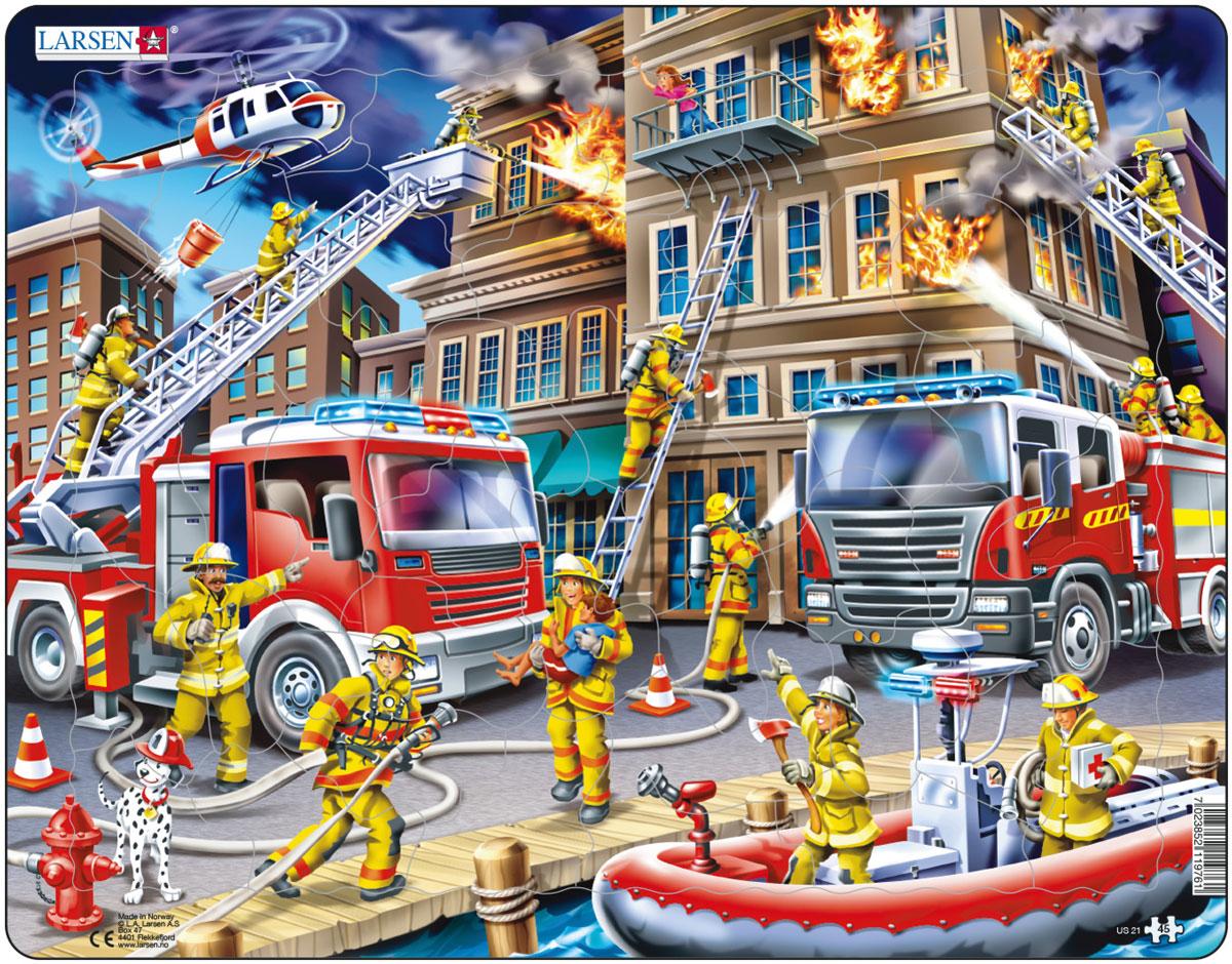 Larsen Пазл ПожарныеUS21Пазл Larsen Пожарные изображает сцену тушения пожара. Отважные пожарные раскручивают пожарный шланг, поднимаются на выдвижной лестнице на верхний этаж, чтобы спасти человека, бегут на помощь пострадавшим с аптечкой, пожарный вертолет также участвует в этом опасном и героическом деле. Игра с пазлами благоприятно влияет на развитие ребенка. Веселая игра сопровождается манипуляциями с мелкими предметами, сопоставлением и сложением деталей. Развивается сенсорное восприятие, мелкая моторика. Логическое и абстрактное мышление задействовано во время собирания мозаики. Размер готового пазла: 36,5 см х 28,5 см.