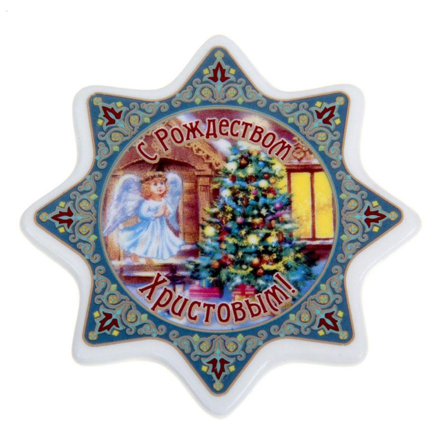 Магнит Sima-land Ангел с елкой, 7,5 см х 7,5 см1106404Магнит Sima-land Ангел с елкой прекрасно подойдет в качестве сувенира к Рождеству или станет приятным презентом в обычный день. Изделие выполнено из керамики. Магнит - одно из самых простых, недорогих и при этом оригинальных украшений интерьера. Он отлично подойдет в качестве подарка. Эксклюзивный дизайн и поздравительные надписи не оставят равнодушными никого.