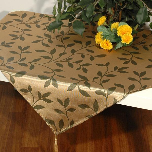 Скатерть Schaefer, квадратная, цвет: бежевый, темно-зеленый, 85 x 85 см. 06468-10006468-100Квадратная скатерть Schaefer выполнена из полиэстера с красивым растительным узором в виде листочков. Использование такой скатерти сделает застолье торжественным, поднимет настроение гостей и приятно удивит их вашим изысканным вкусом. Также вы можете использовать эту скатерть для повседневной трапезы, превратив каждый прием пищи в волшебный праздник и веселье. Это текстильное изделие станет изысканным украшением вашего дома!