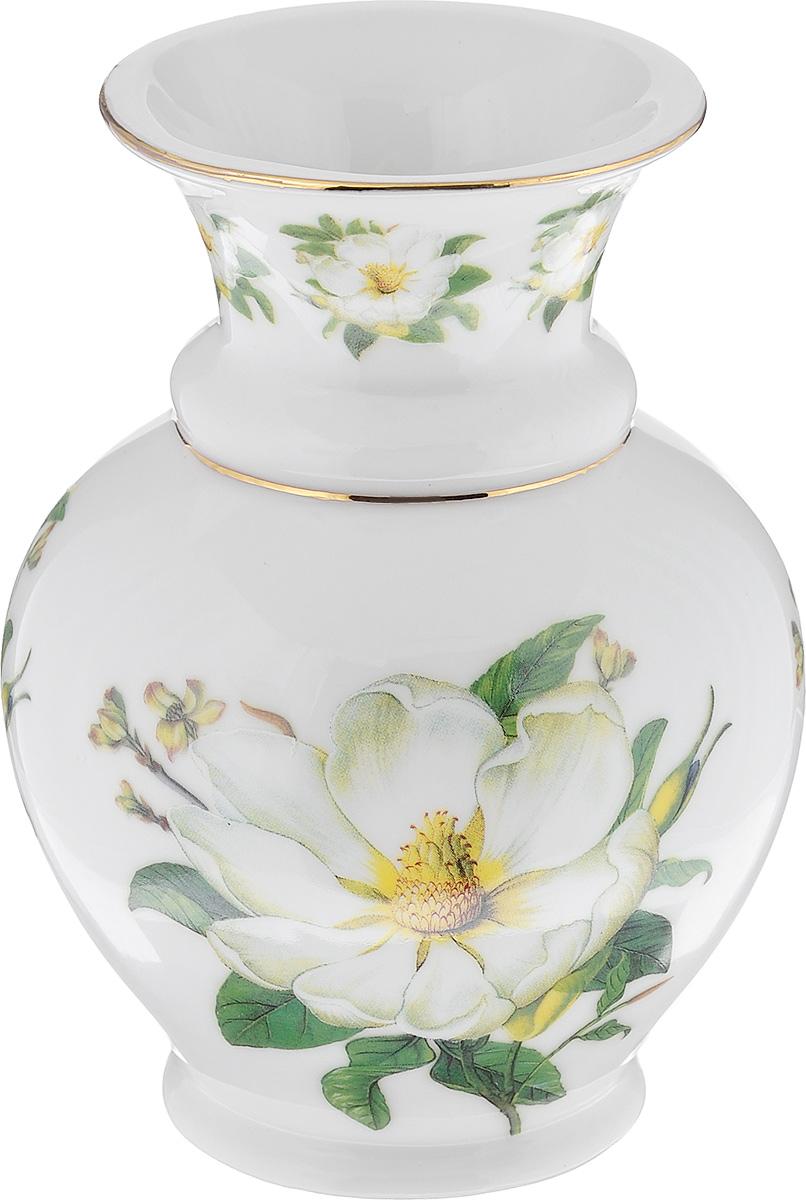 Ваза Elan Gallery Белый шиповник, высота 14 см740028Стильная ваза Elan Gallery Белый шиповник изготовлена из высококачественного фарфора. Интересная форма и необычное оформление сделают эту вазу замечательным украшением интерьера. Аксессуар с расширенным горлышком вместит в себя достаточно пышный букет. Более того, в вазе с интересной текстурой превосходно будут смотреться декоративные веточки и сухоцветы. Любое помещение выглядит незавершенным без правильно расположенных предметов интерьера. Они помогают создать уют, расставить акценты, подчеркнуть достоинства или скрыть недостатки.