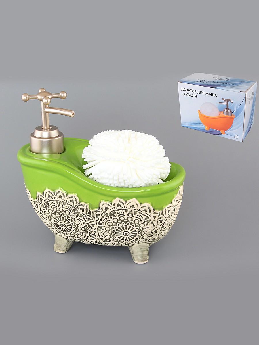 Диспенсер Elan Gallery Ванна, с губкой, цвет: зеленый, 450 мл880001Диспенсер Elan Gallery Ванна изготовлен из высококачественной глазурованной керамики. Изделие имеет необычную оригинальную форму в виде ванны, декорировано красивым рельефным узором. Диспенсер снабжен дозатором, выполненным из пластика под хром. Дозатором очень удобно и просто пользоваться: просто нажмите на него и выдавите необходимое количество средства. Диспенсер подходит для жидкого мыла, моющего средства для мытья посуды, различных лосьонов. В комплекте поставляется губка для мытья посуды. Такой диспенсер стильно дополнит интерьер кухни или ванной комнаты и станет замечательным приобретением для любой хозяйки. Позволяет экономно расходовать мыло. Размер губки: 8 см х 8 см х 5 см. Размер диспенсера: 16 см х 8 см х 16 см.
